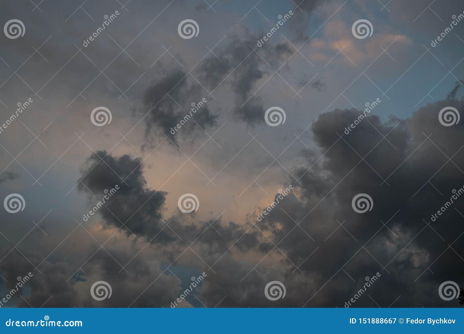 E 天空背景 ??` s?