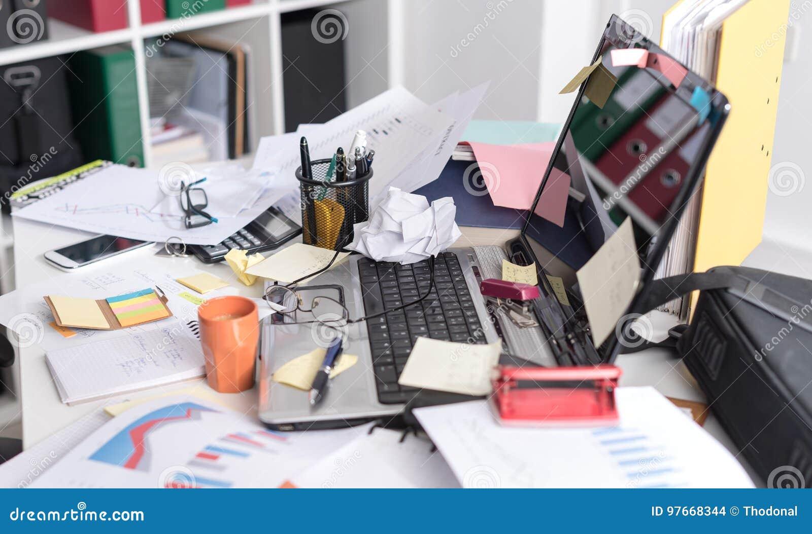 E Stockfoto Bild Von Arbeitsplatz Unordnung Nachrichten 97668344