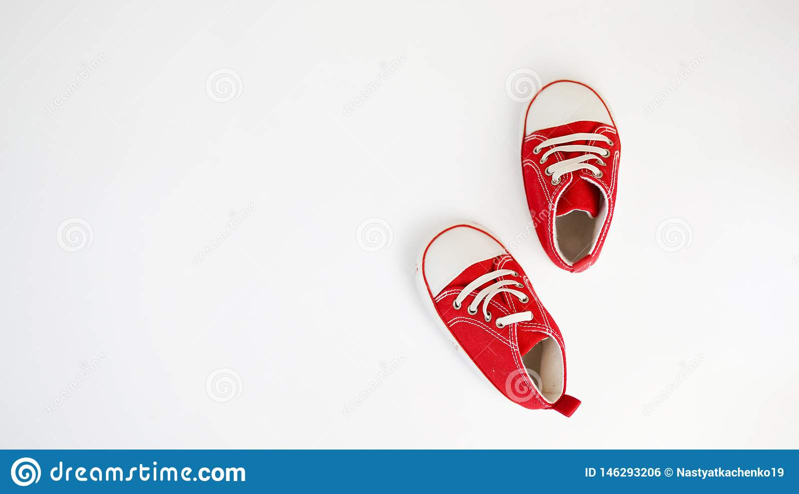 E behandla som ett barn r?da skor
