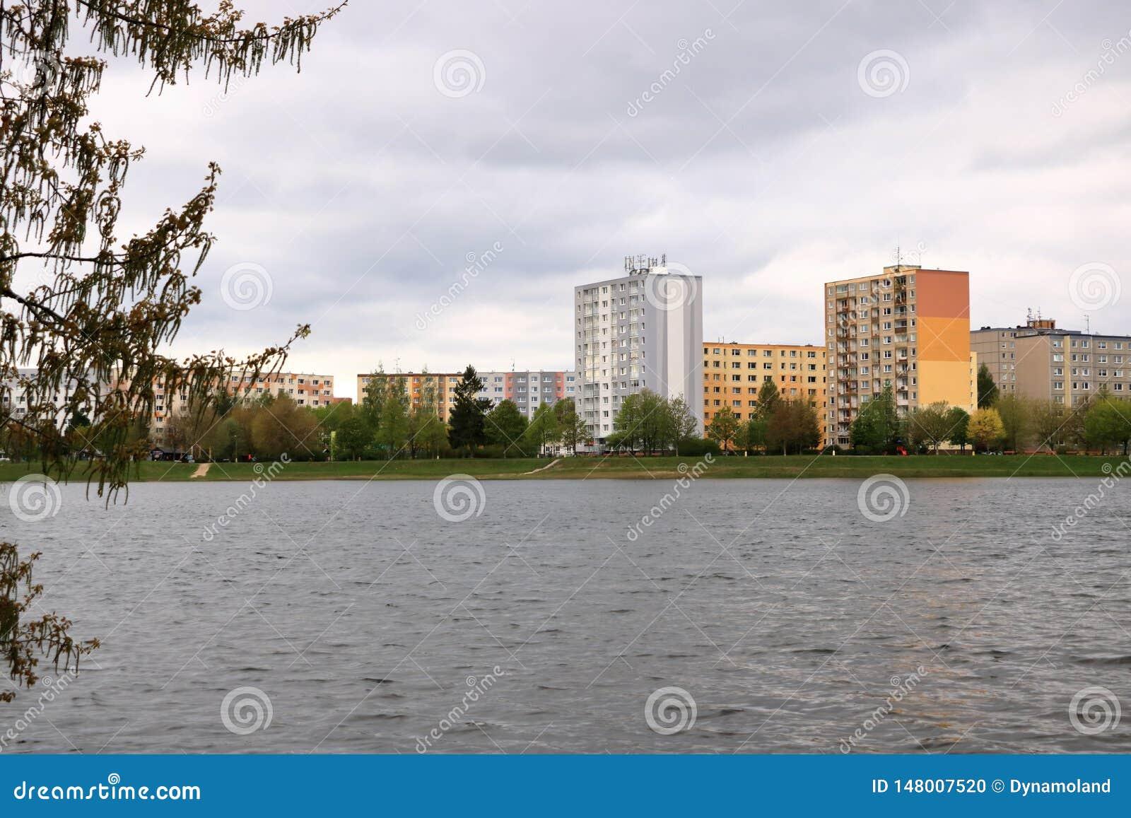 E Detalhe e teste padr?o arquitet?nicos de residencial social dos apartamentos em Jablonec, Rep?blica Checa