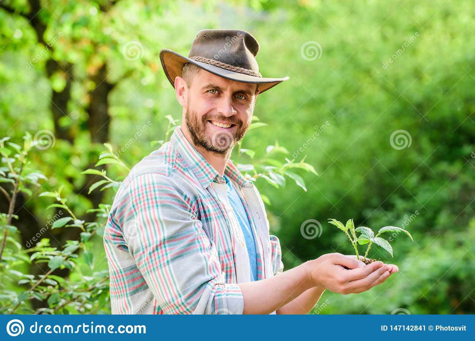E Eco?? r o 牛仔帽关心的肌肉大农场人