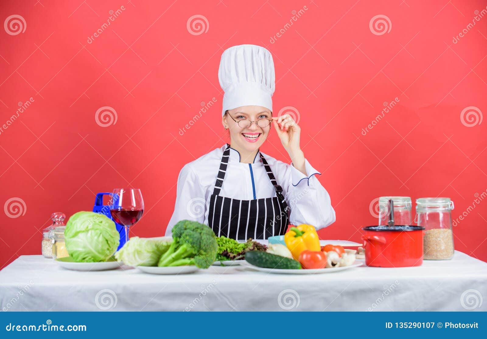 E Kochschulekonzept Frau im Schutzblech weiß alles über kulinarische Kunst kulinarisch