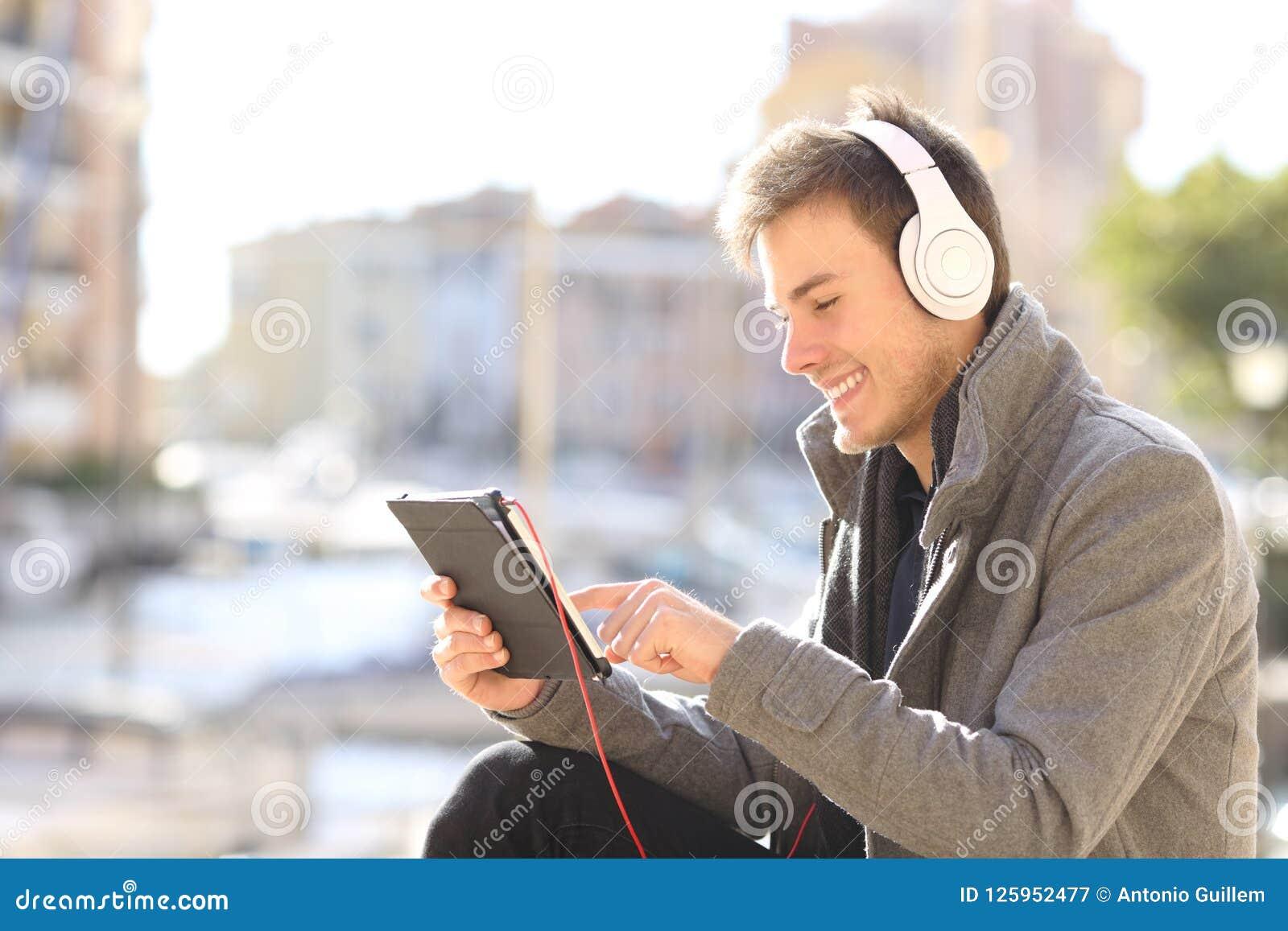 E-learning dell uomo online sulla vacanza invernale