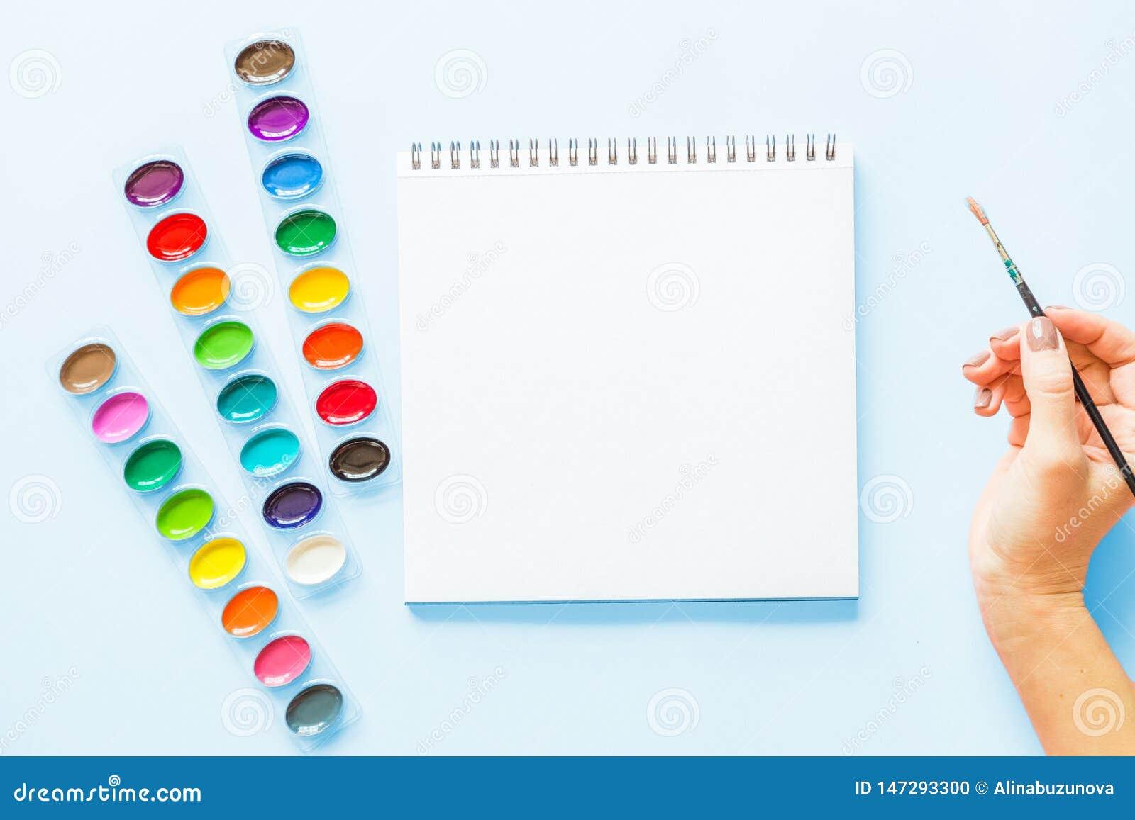E Lieu de travail d artiste sur un fond en pastel bleu