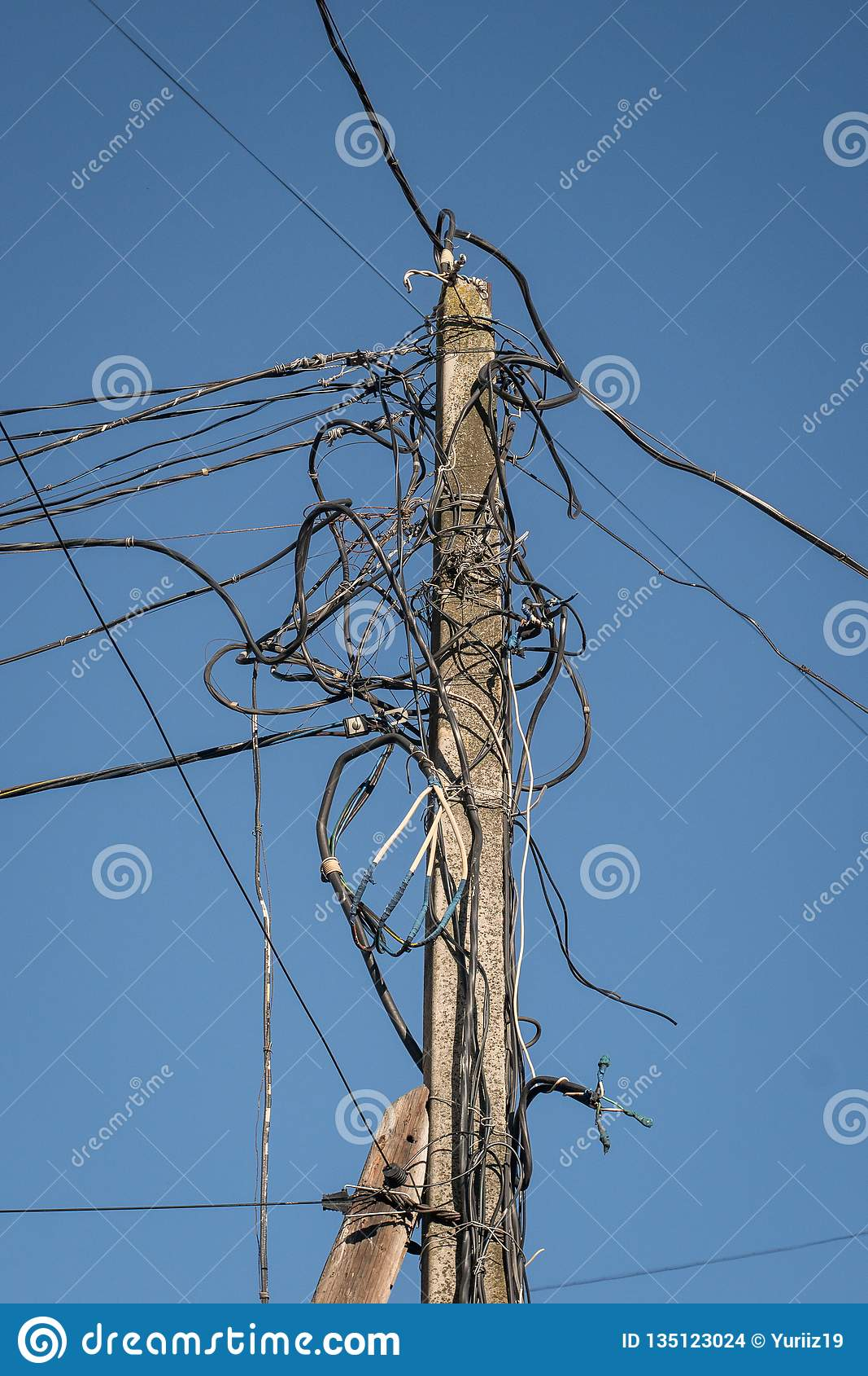 E Linha eléctrica velha