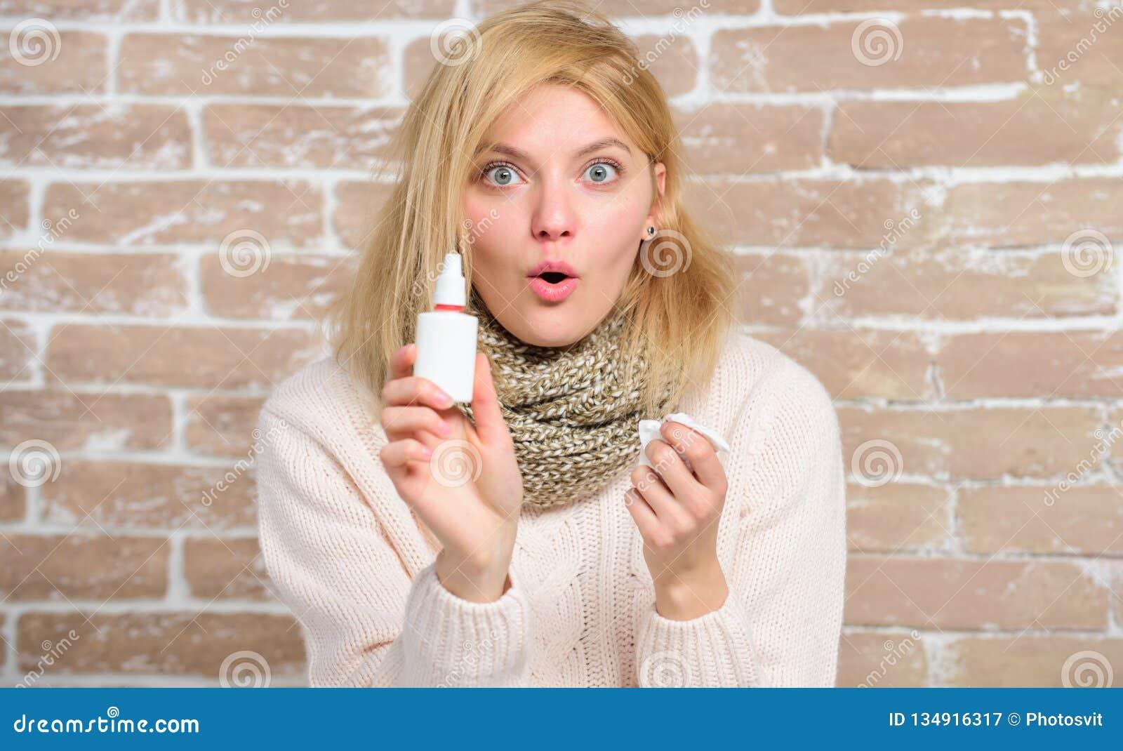 E Lopende neus en andere symptomen van koude De neusremedie van de nevel lopende neus r