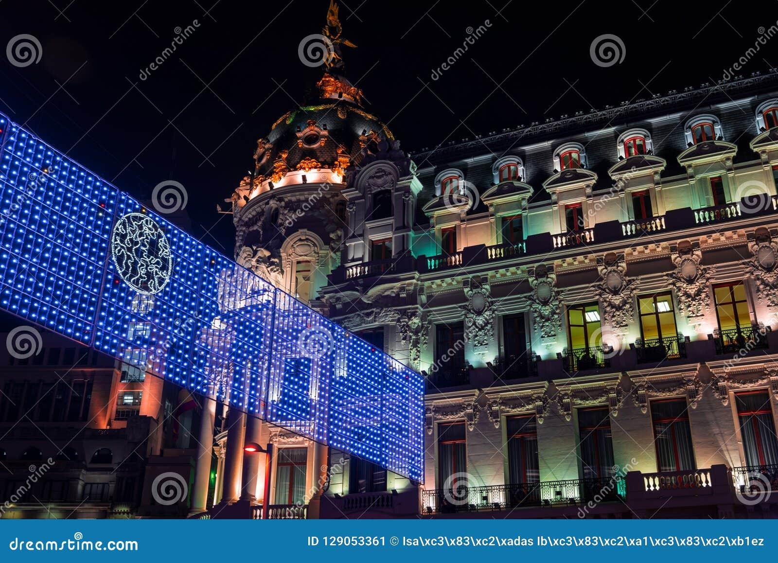 E Ma大都会大厦的夜视图