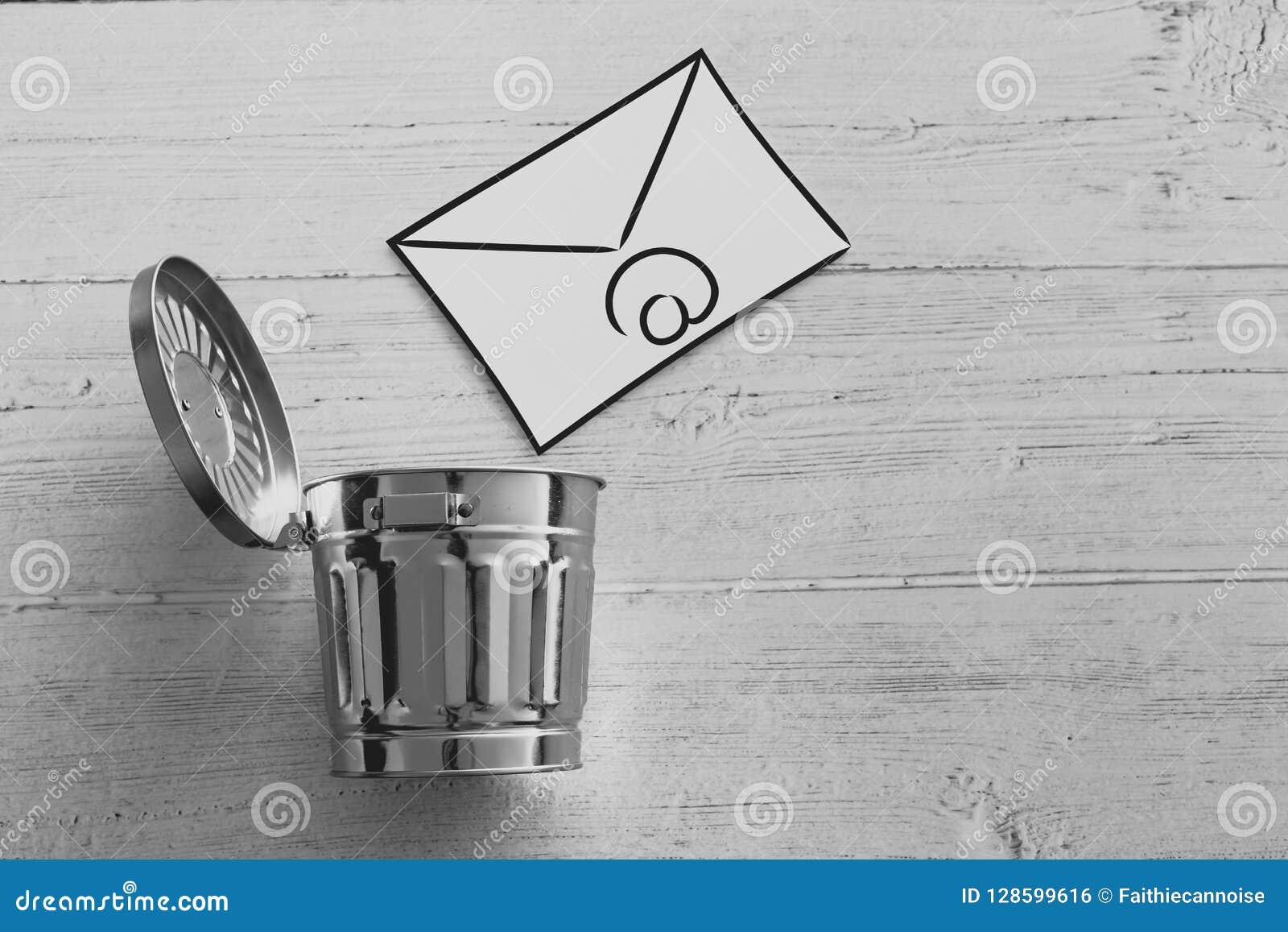 E-mailenvelop die in de bak gaan