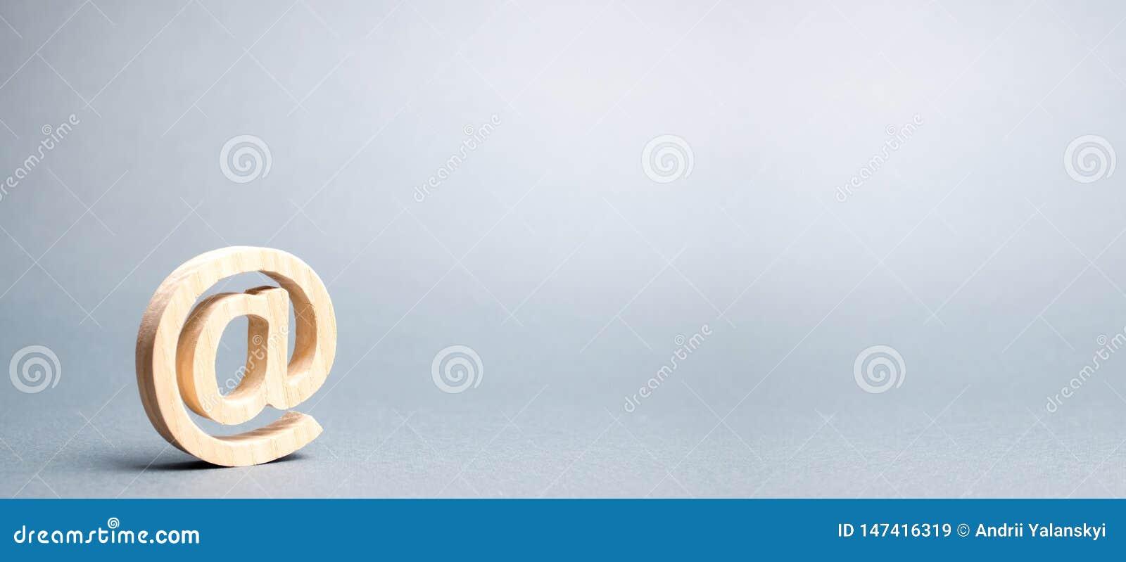 E-mailpictogram op grijze achtergrond Internet-correspondentie, mededeling over Internet Contacten voor zaken establishing