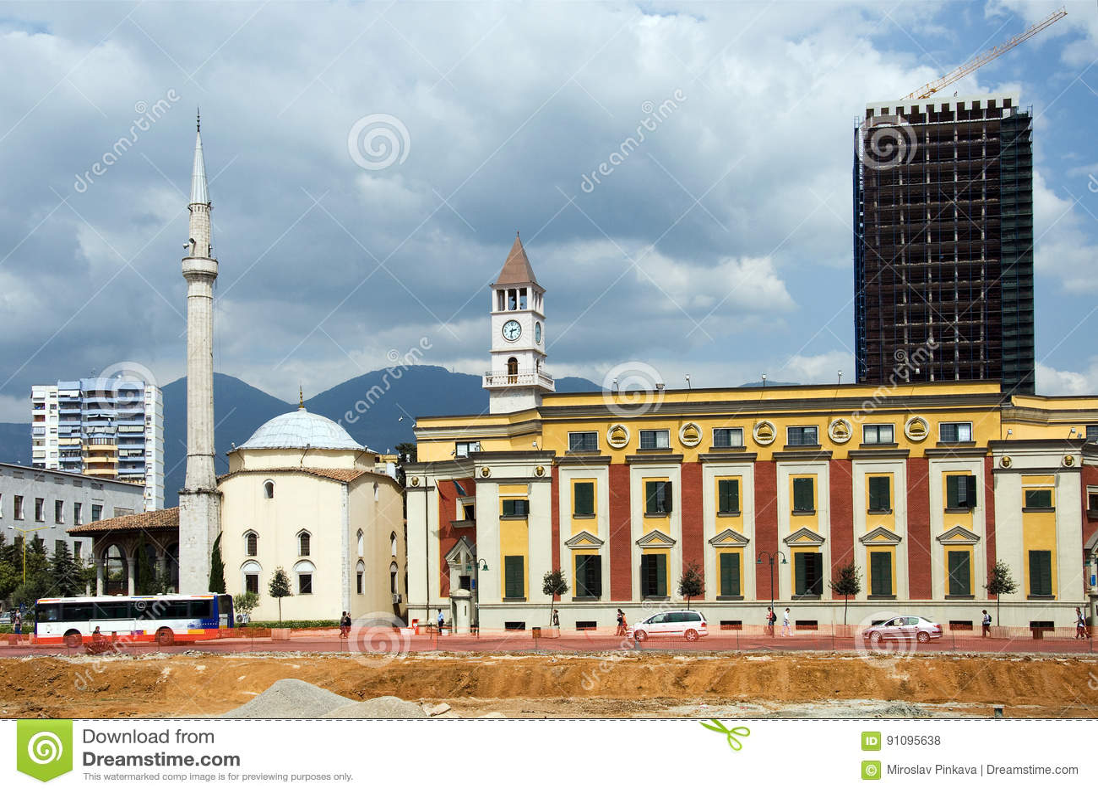 E mesquita do bei da bainha do ` em Skanderbeg quadrado de Tirana