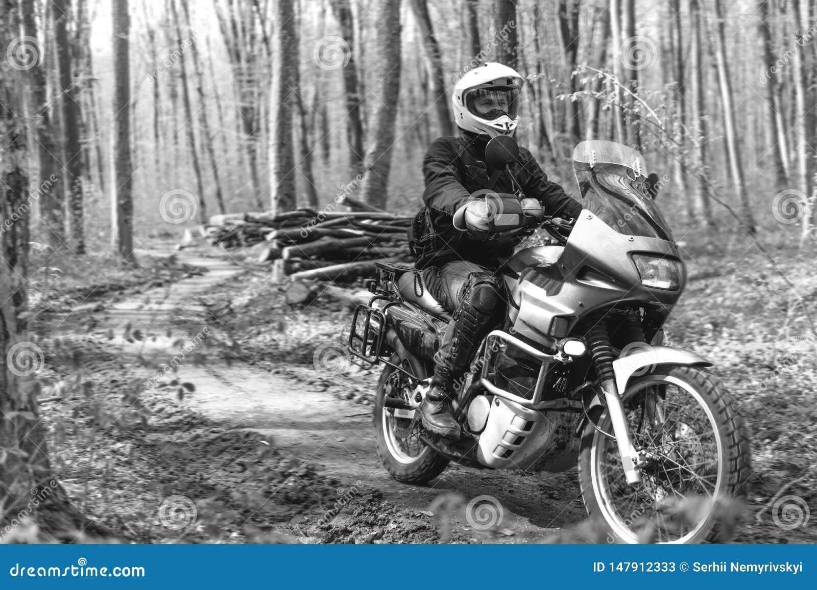 E Outre de la route Voyage de moto r