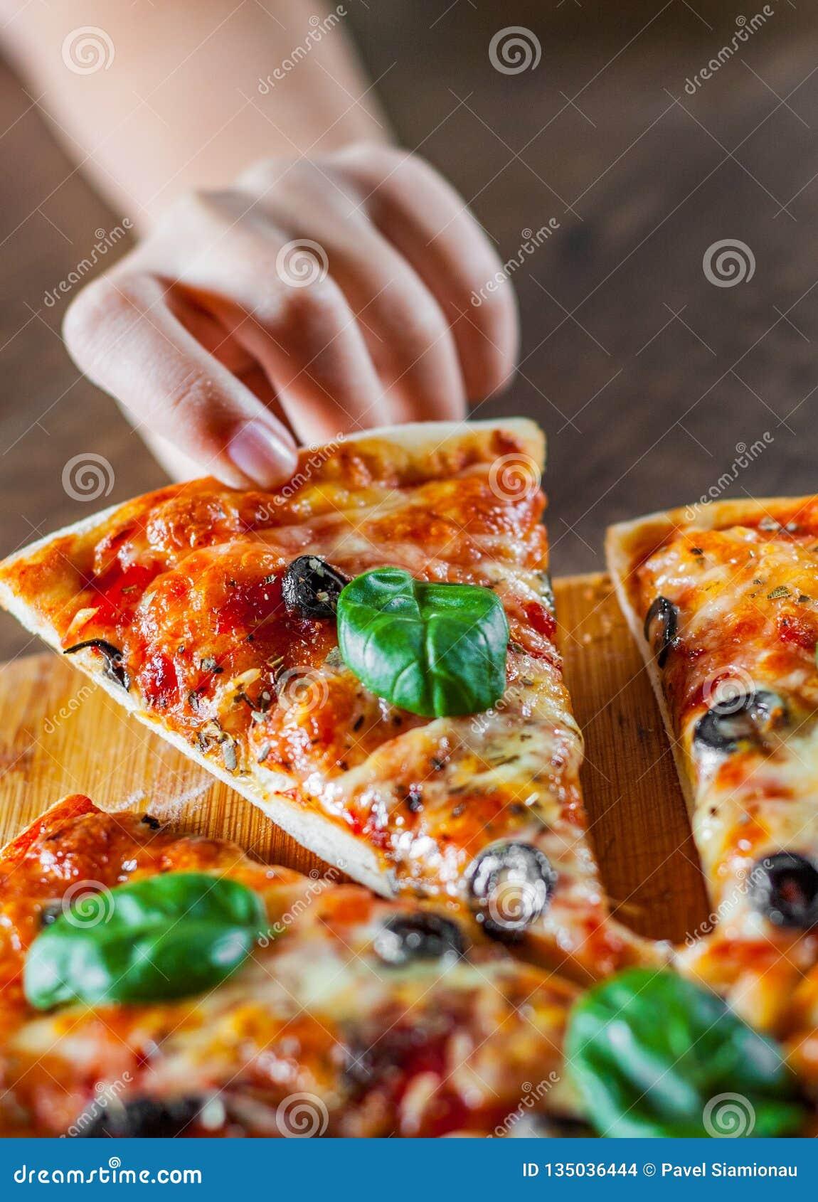 E pizza włoskiej P