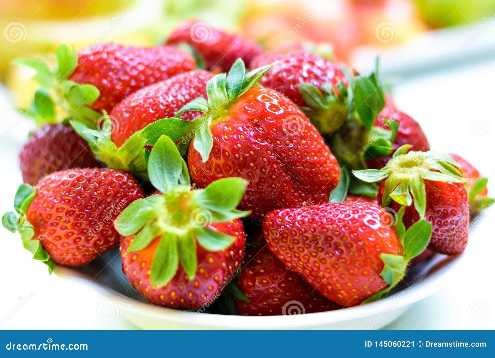 美丽的红色草莓 E