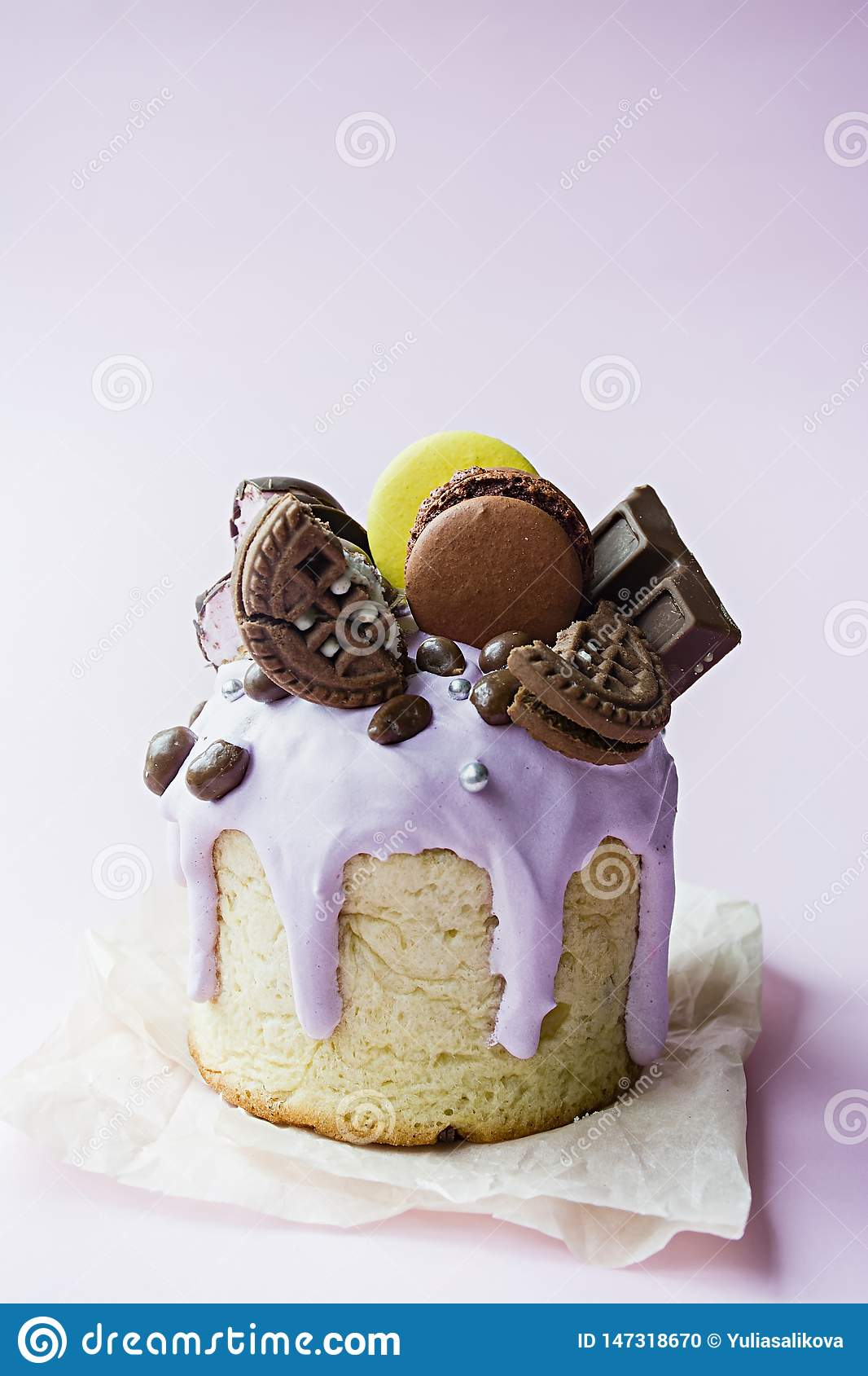 复活节,复活节蛋糕,配有巧克力和马卡龙 传统库利希,复活节面包 春假