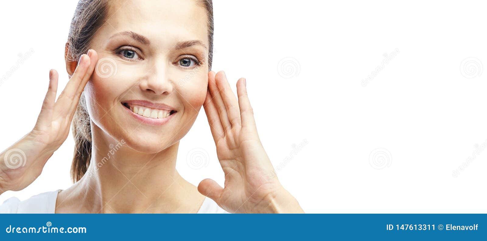 Natuurlijke schoonheidsportret met handen Cosmetologie, volwassen vrouw Cosmetische crème Huidverzorging Elegant meisje