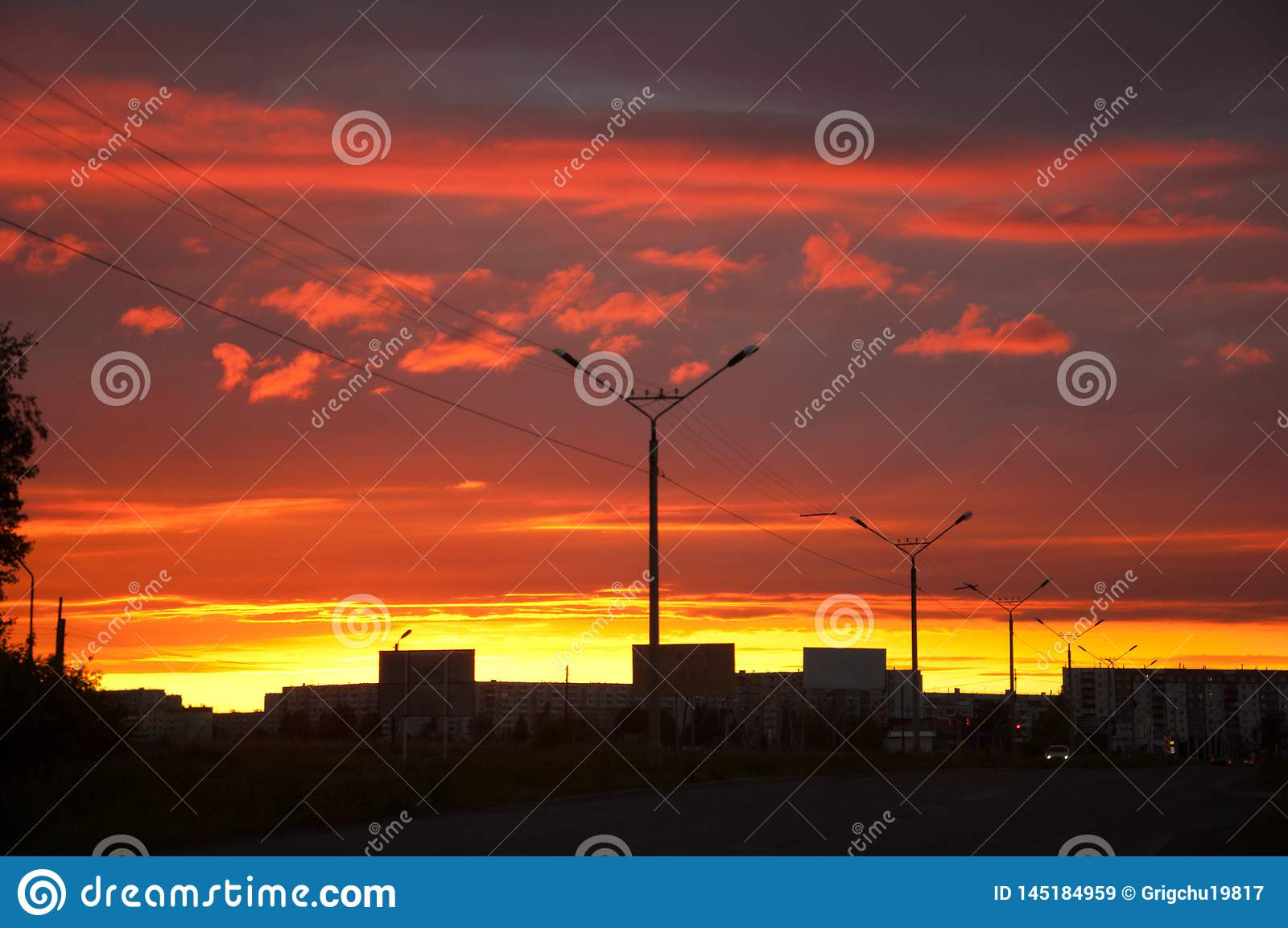 E Stadt im Sonnenuntergang