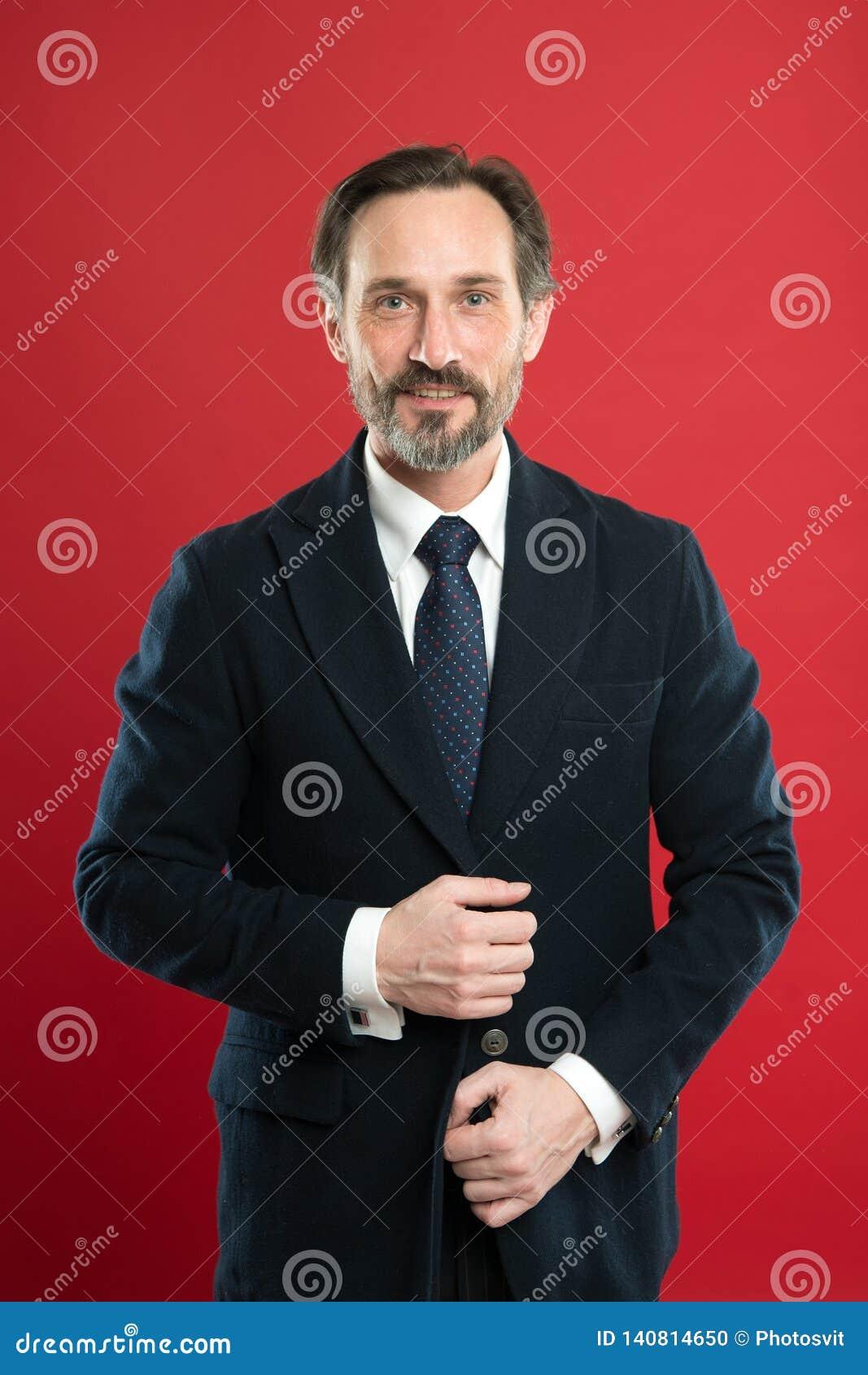 E Włosy przygotowywa porady Biznesowy mężczyzny faceta czerwieni dobrze przygotowywający tło Ludzie biznesu fryzur Elegancki i