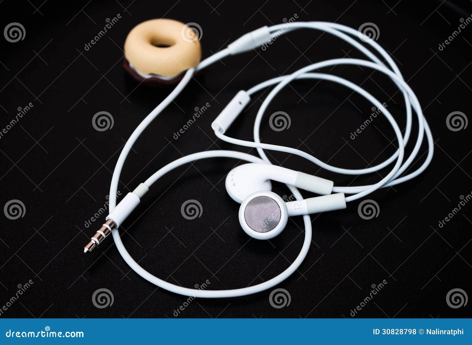 Earbuds e linea bianchi deposito
