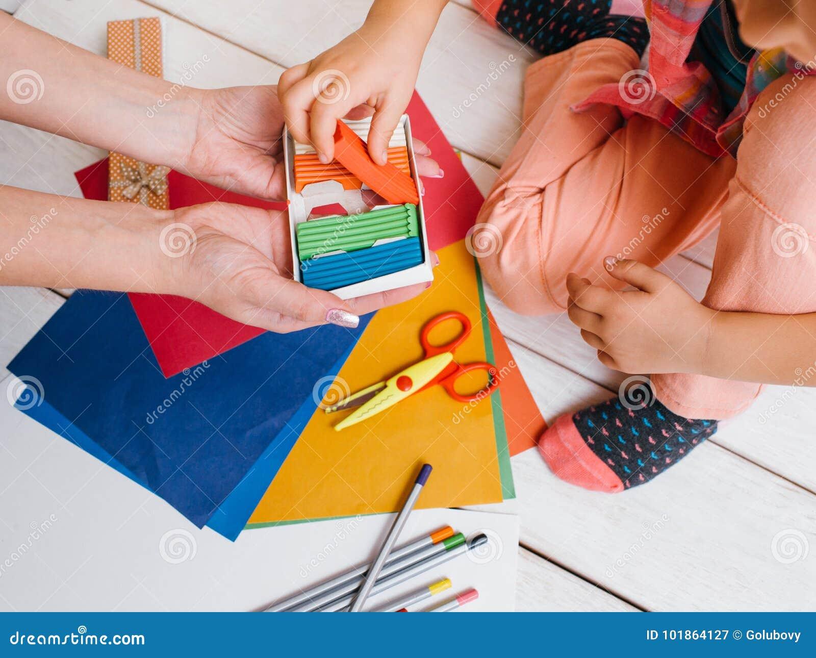 Early child education. Creative art family