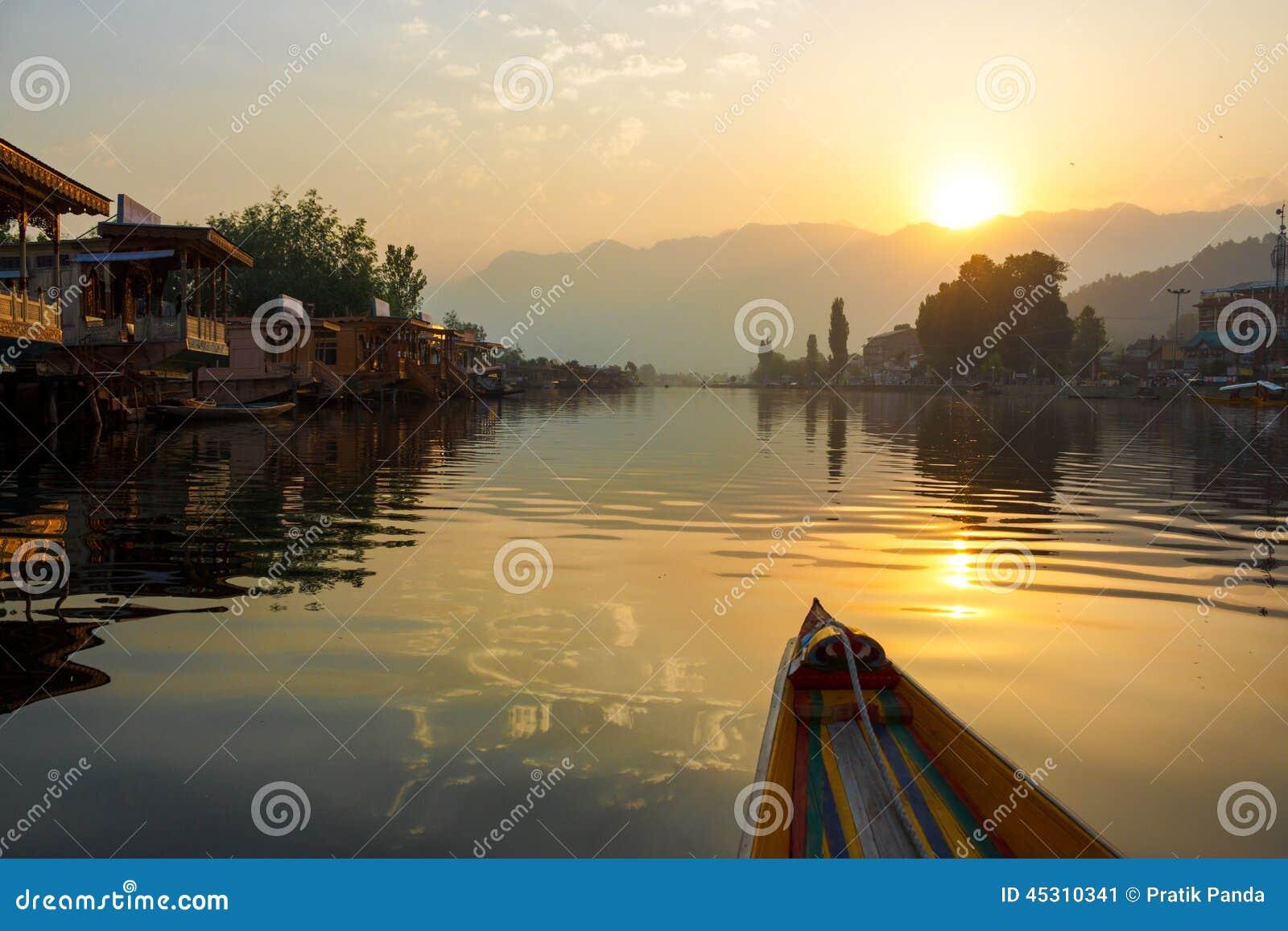 Early morning boating, Dal lake
