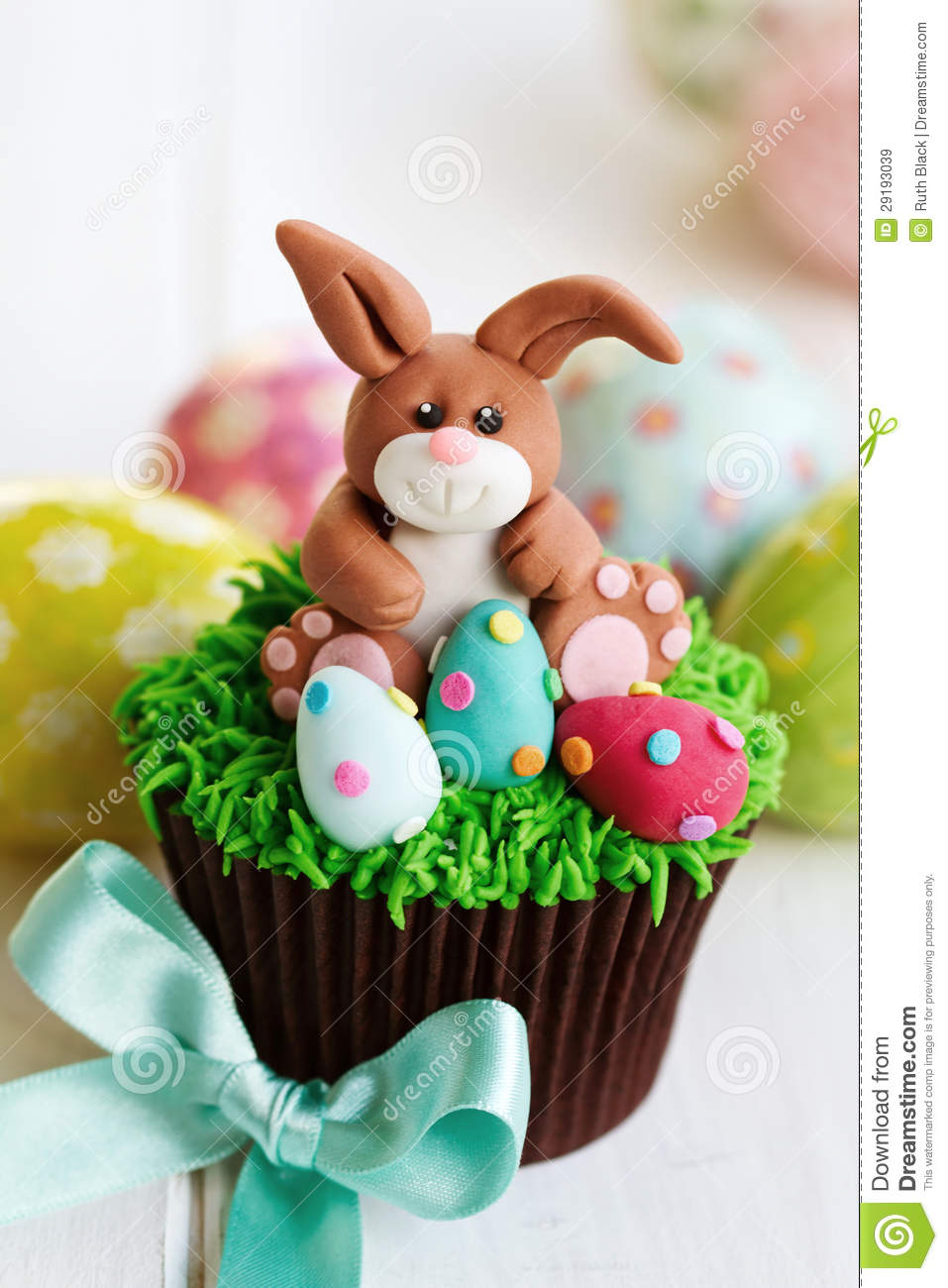 Easter Bunny Cupcake Royalty Free Stock Images - Image: 29193039