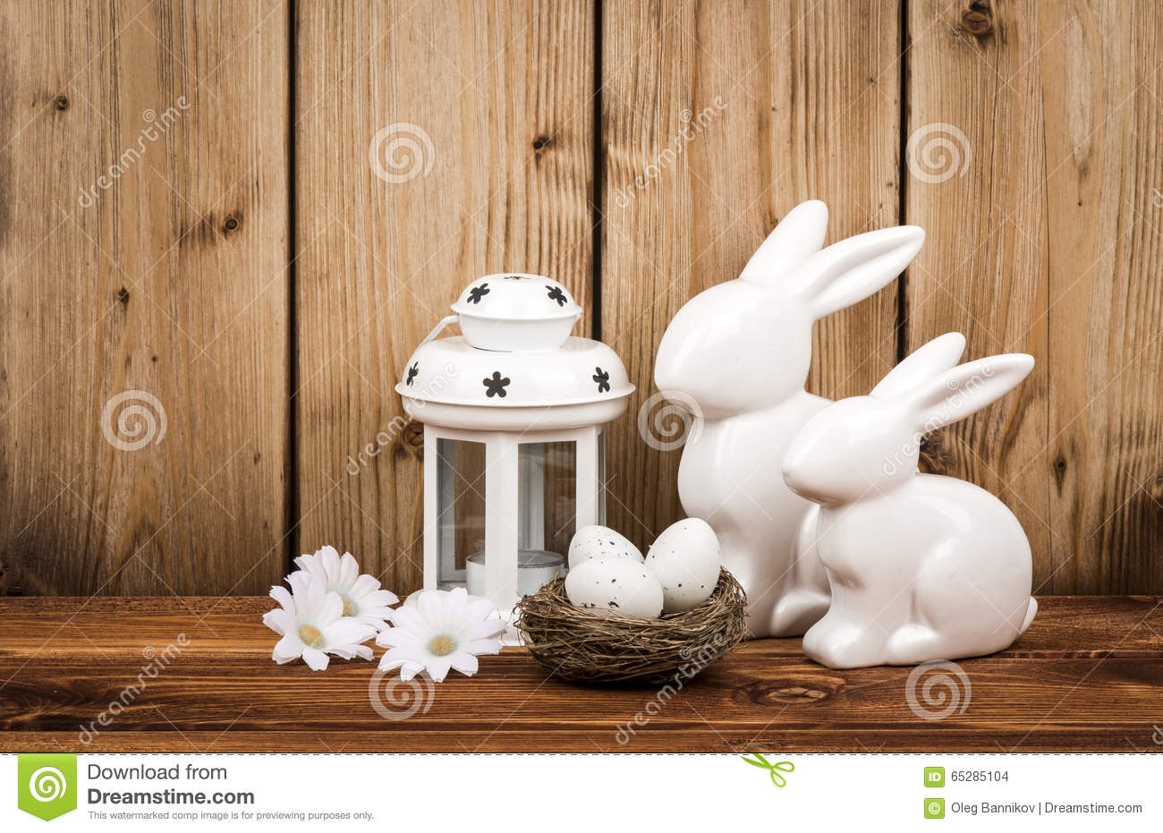 Easter decoration bunnies eggs wooden background royalty - Deco table de paques ...