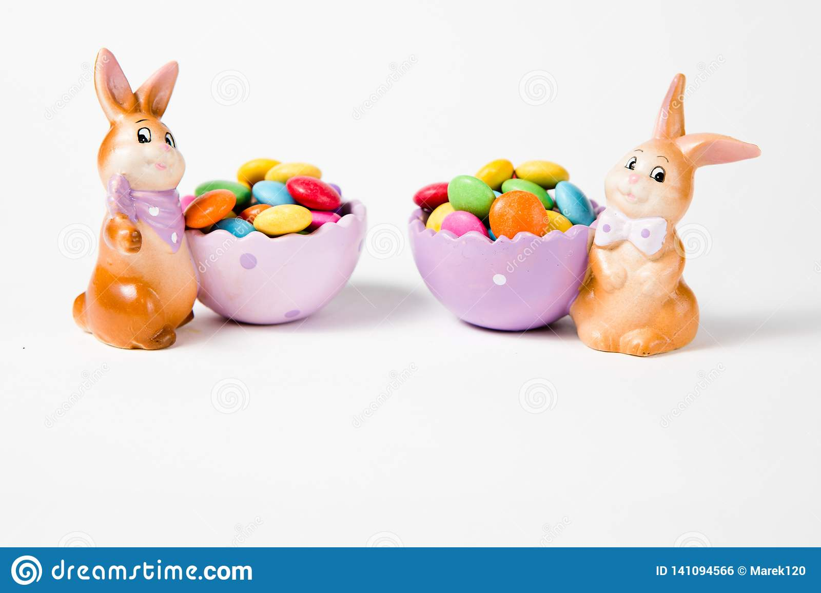 Easter decorations - Bunnies with full baskets