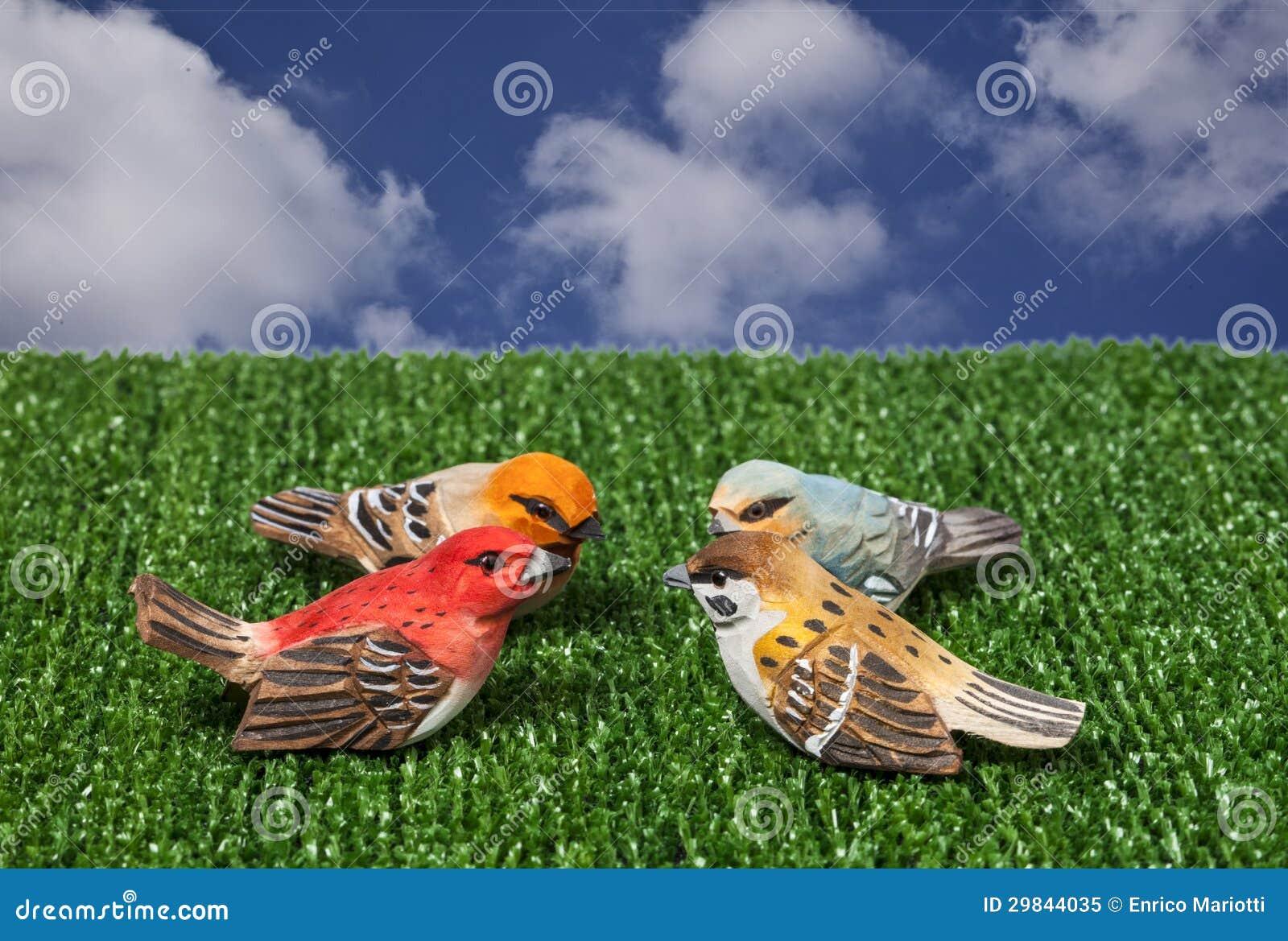 Easter, pássaros pequenos de madeira
