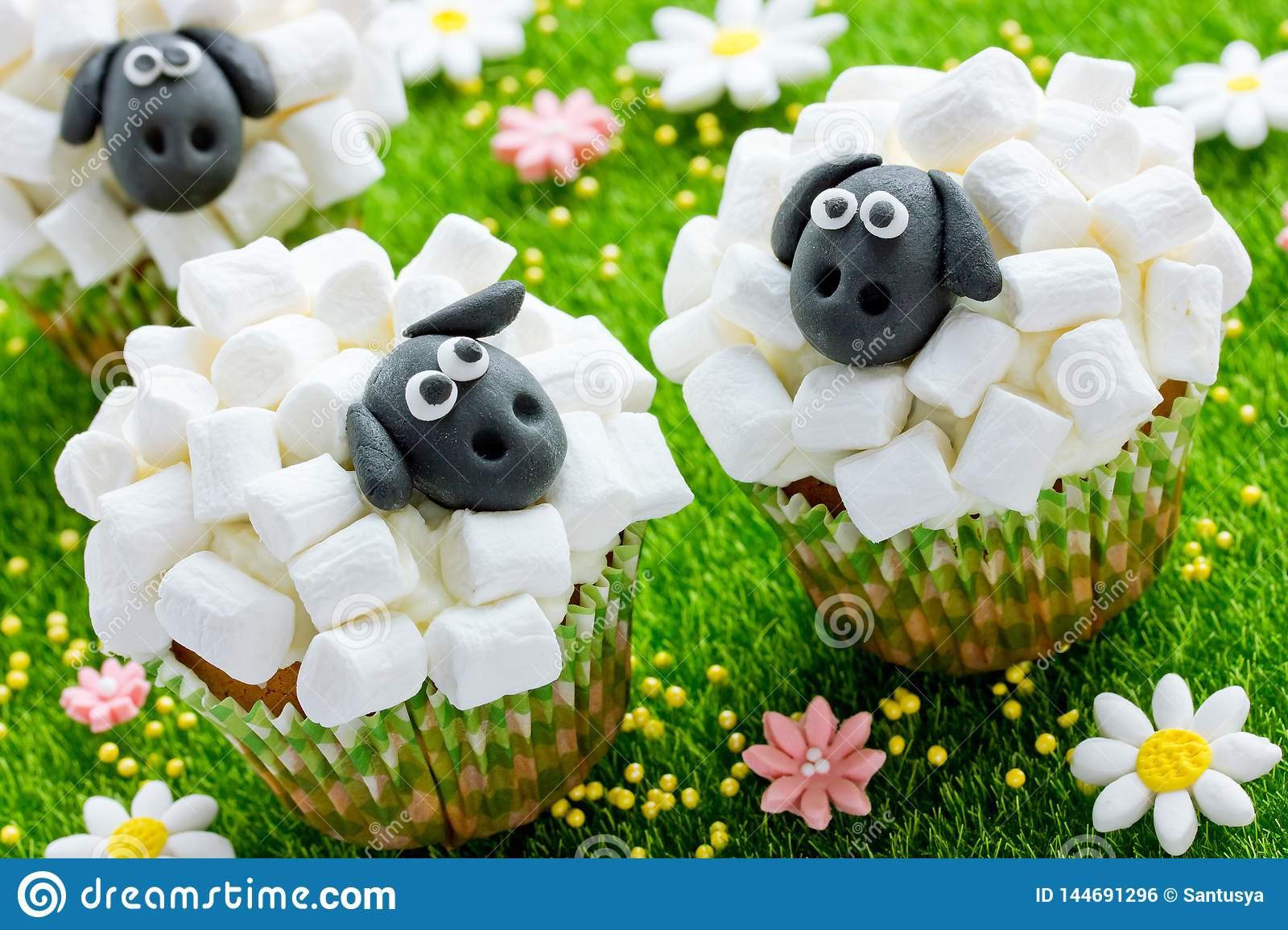 Easter Sheep Cupcakes Funny Cakes Shaped Cute Sheeps With Marshmallow