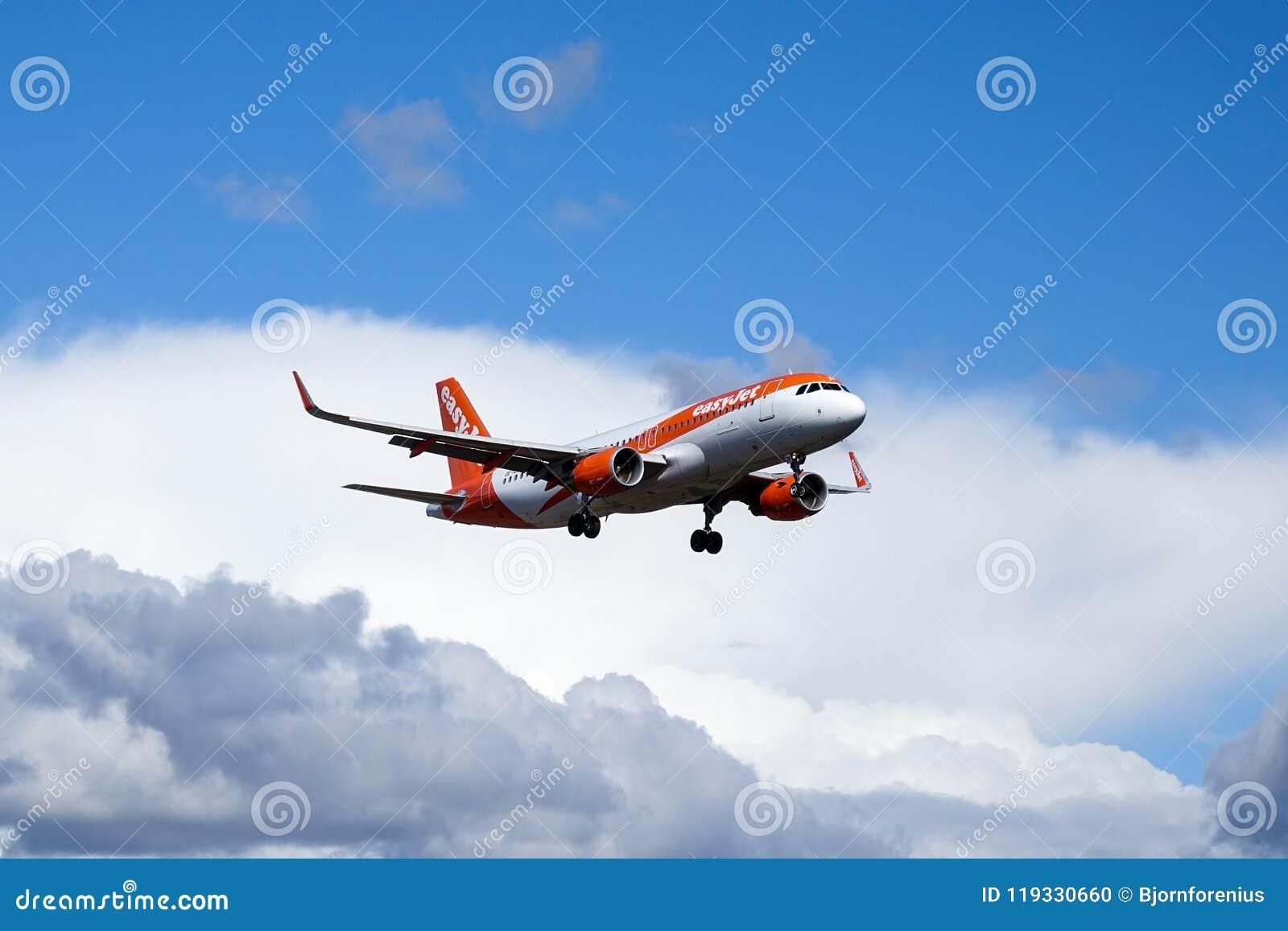 Easyjet, аэробус A320 - 214 летая