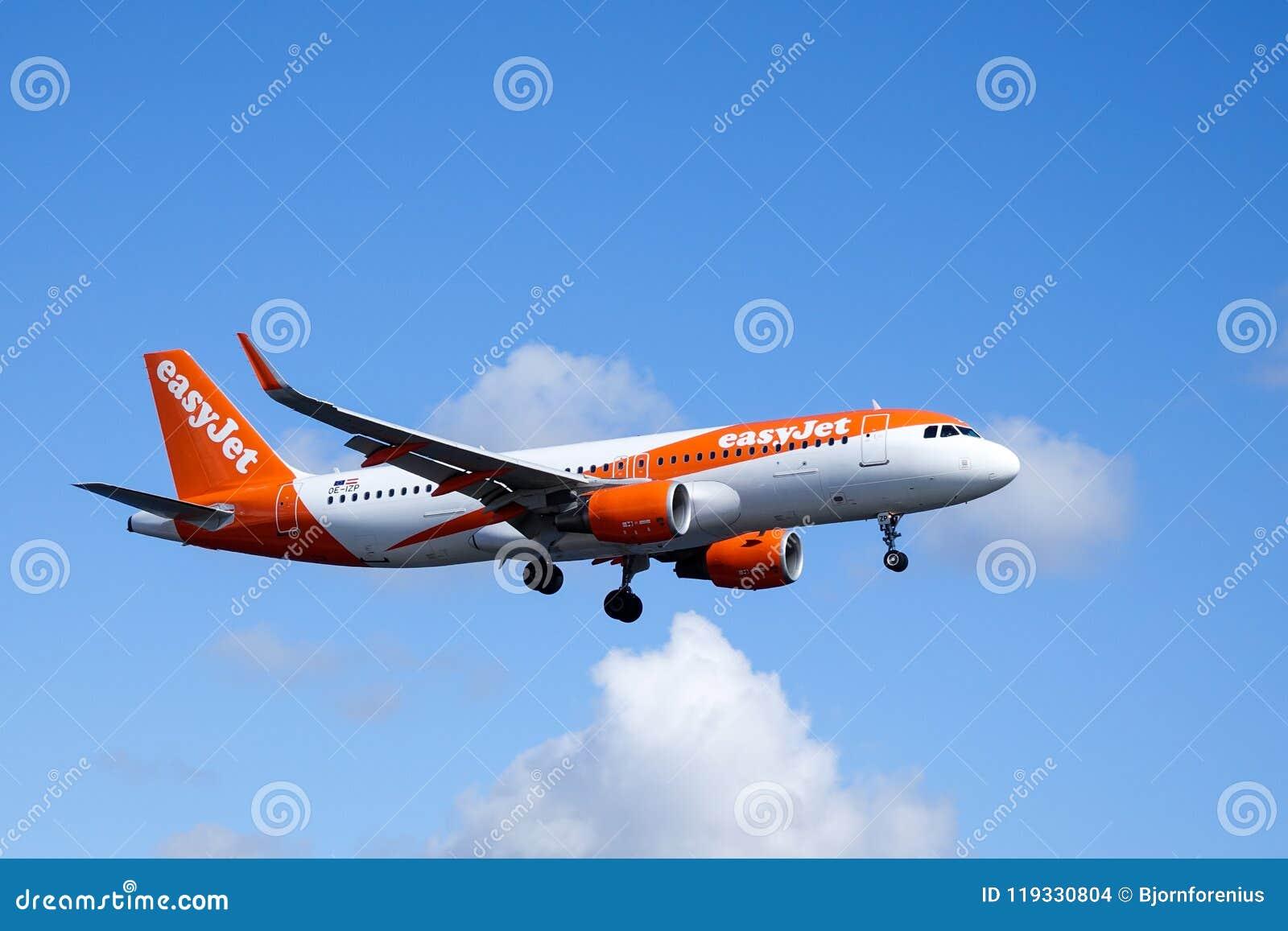 Easyjet, Airbus A320 - 214 fliegend
