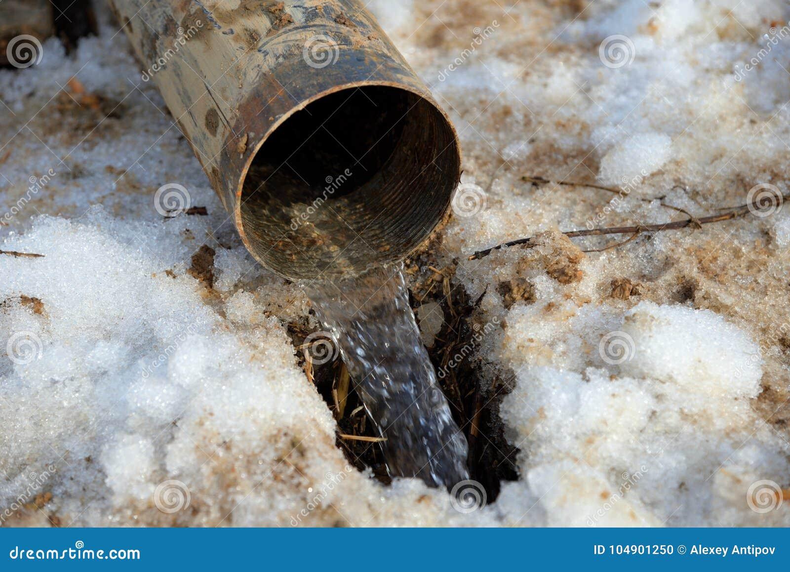Eau de puits de tuyau en hiver