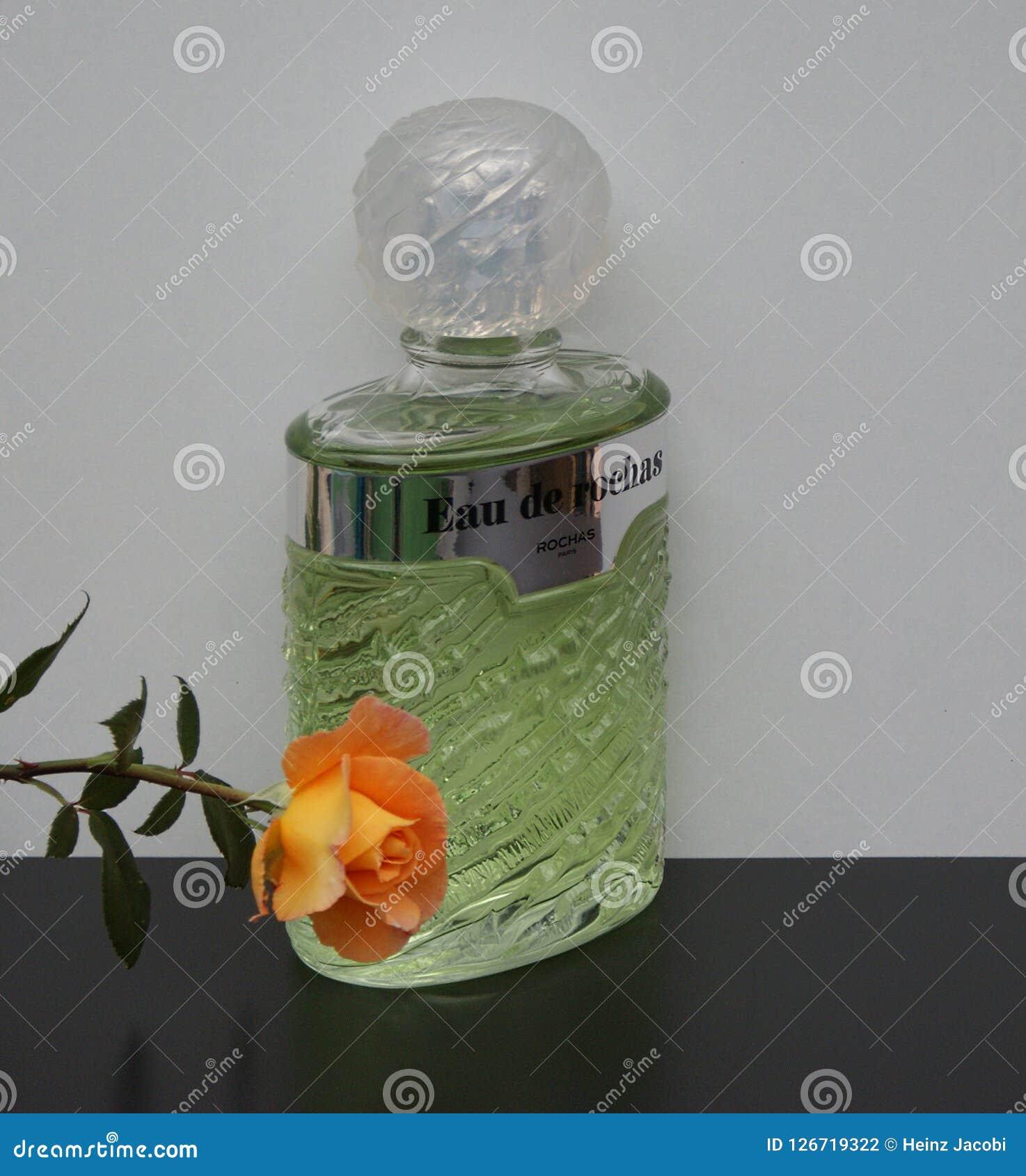 Eau De Rochas, woń dla dam, wielka pachnidło butelka dekorująca z angielszczyzny wzrastał