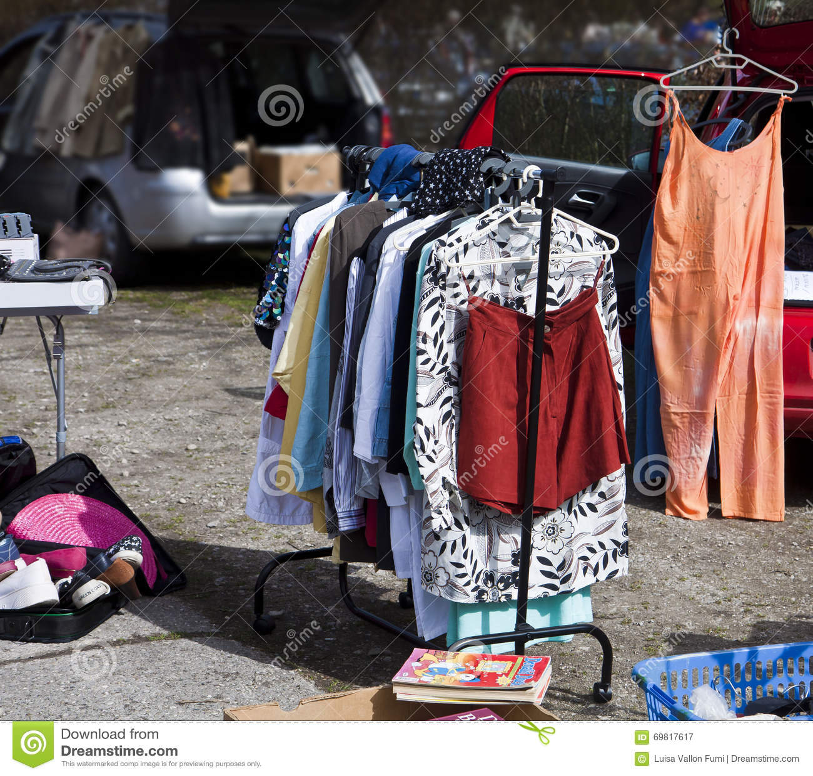Eching, Duitsland - openluchtvlooienmarkt, tweede handkleren