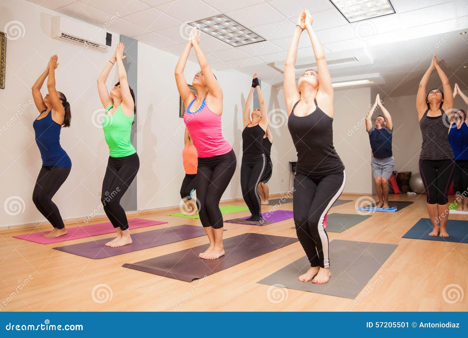 Echte lopende yogaklasse