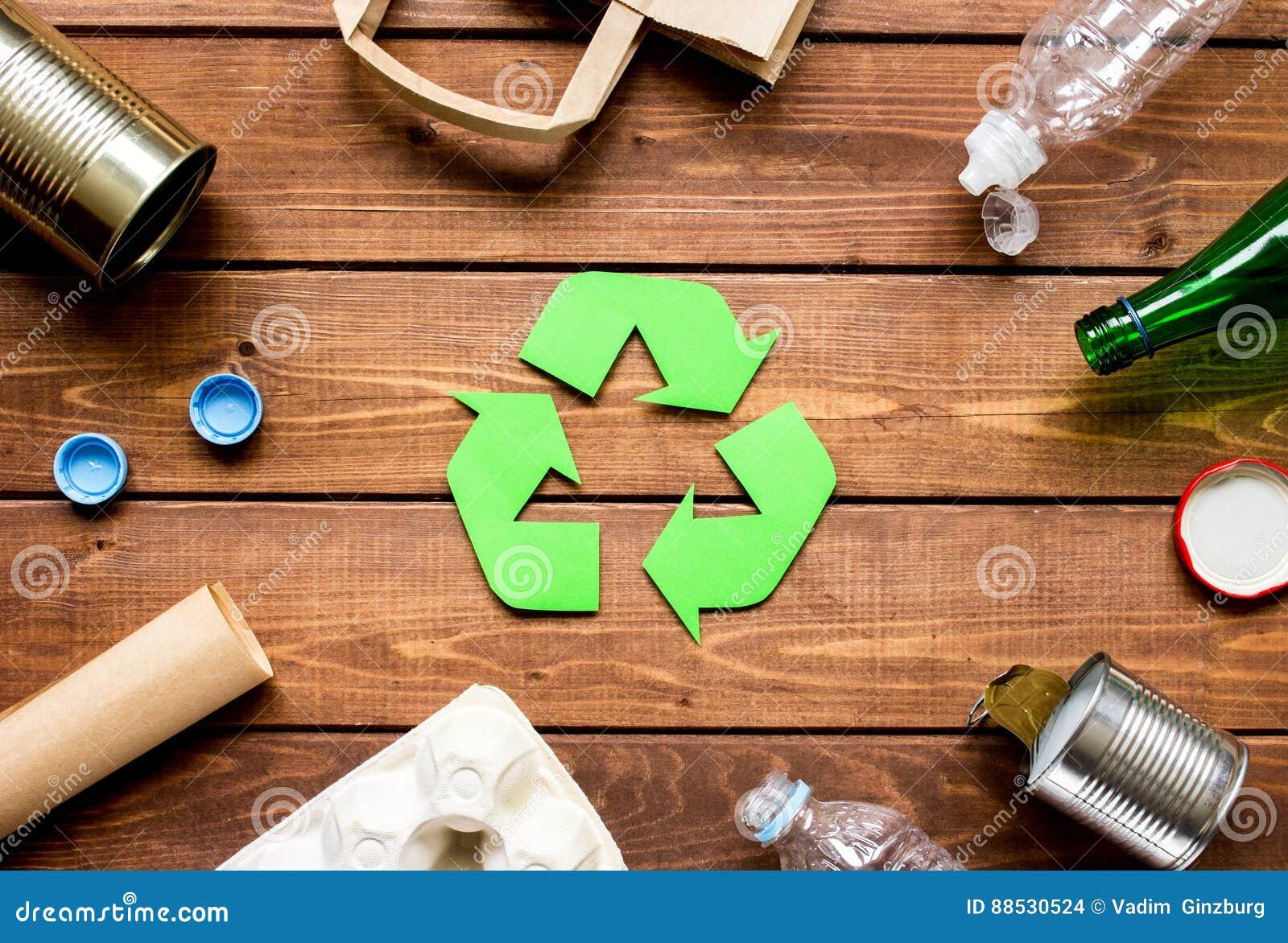 Eco begrepp med återvinningsymbol på bästa sikt för tabellbakgrund