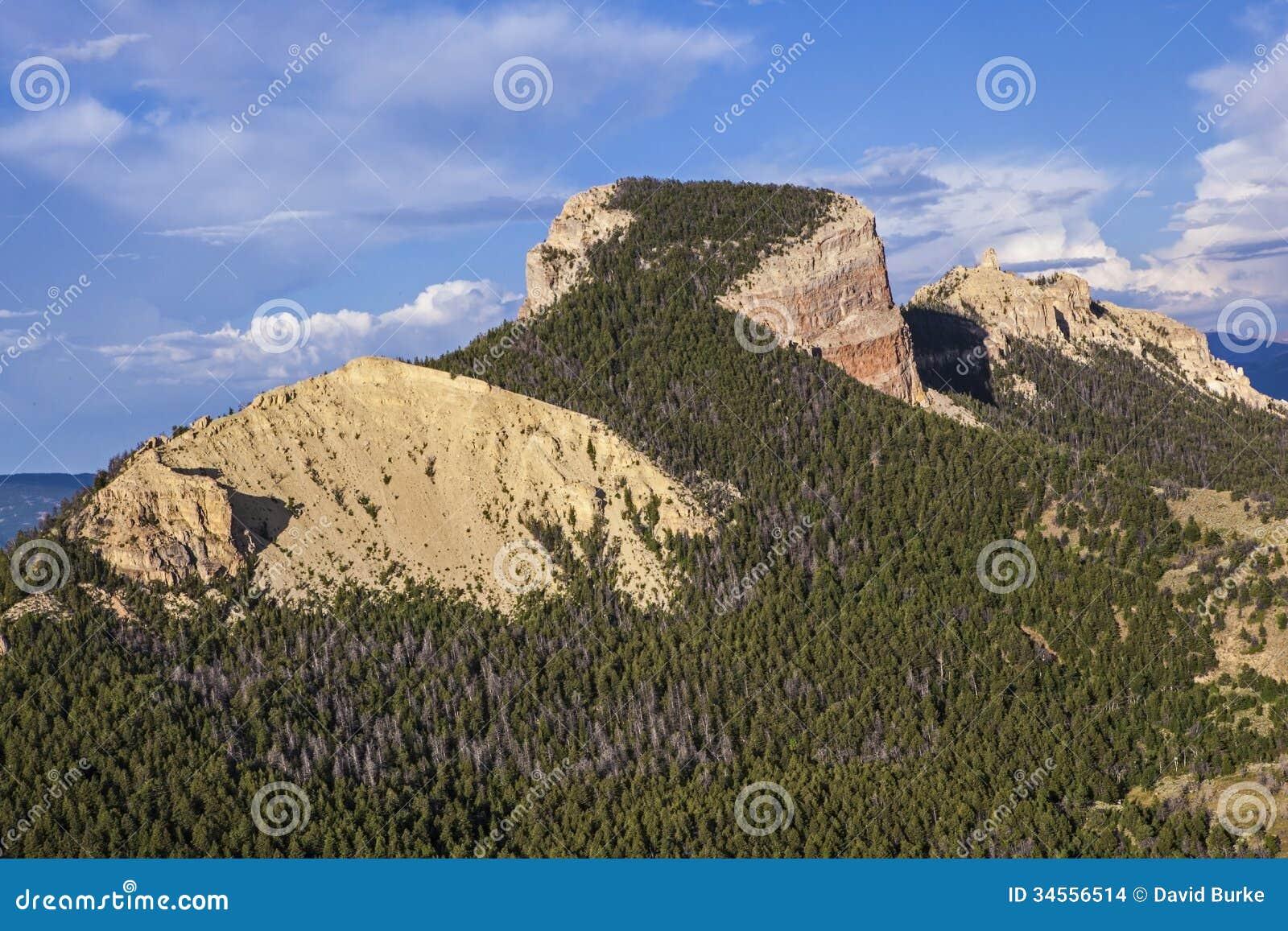 Ecoflight aereo di volo sopra zona di montagna del cuore