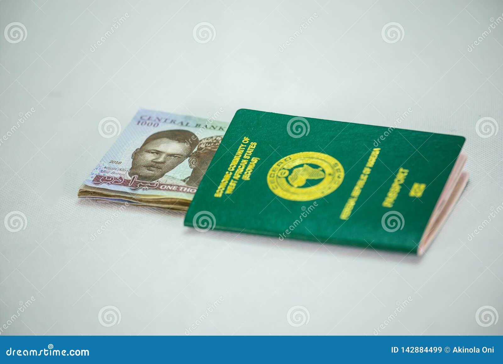 Ecowas Nigeria Międzynarodowy paszport z 1000 naira waluty notatkami