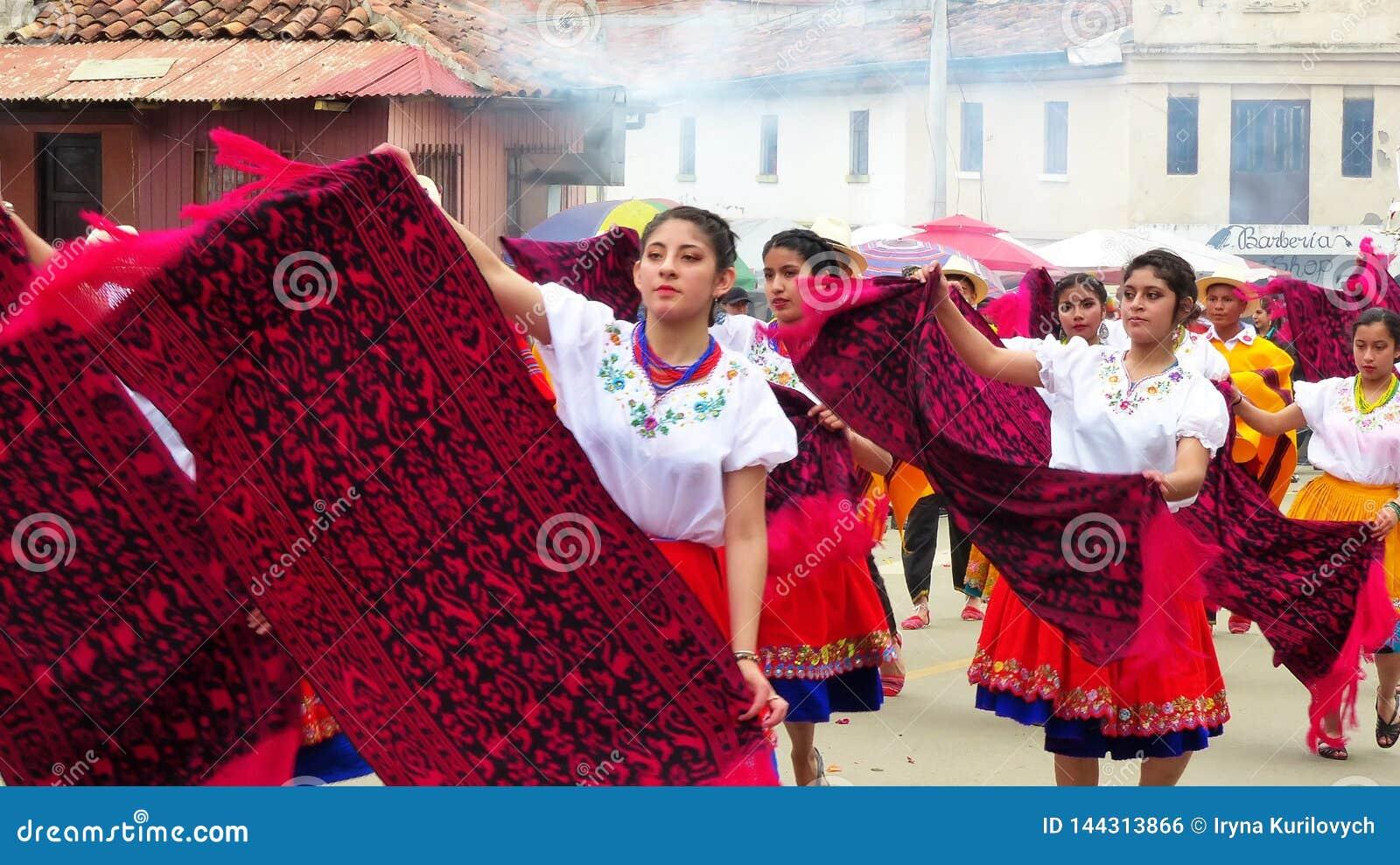 Ecuadorian Volkstänzer an der Parade, Ecuador
