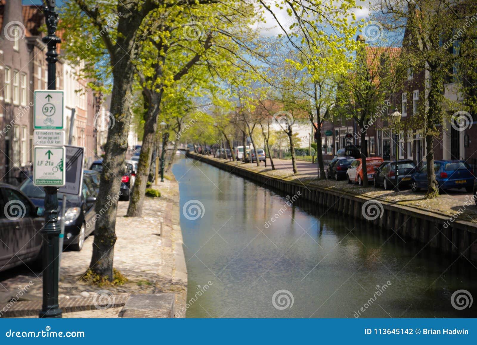 An Edam canal scene