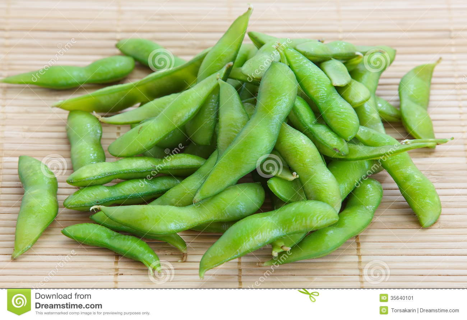Edamame knaprar, kokade gröna sojabönabönor