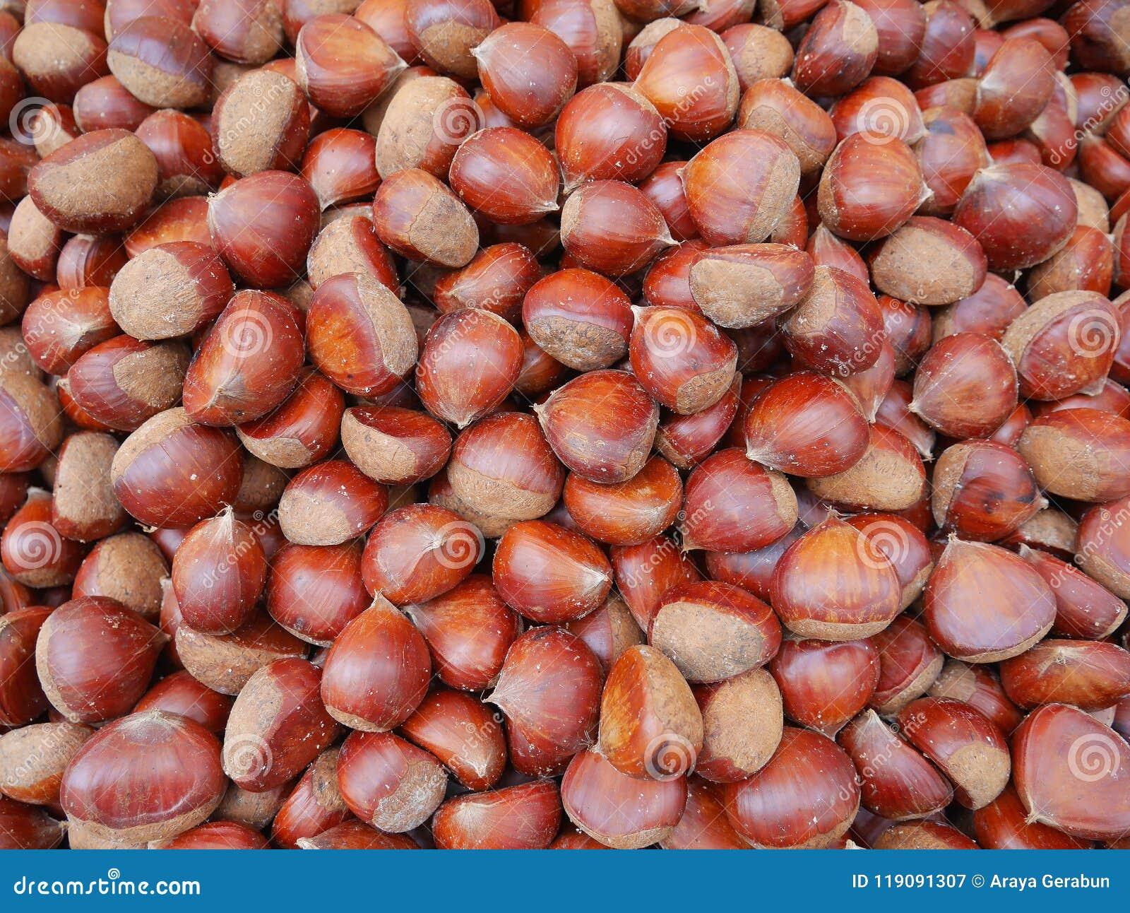 Edelkastanien, essbare Kastanien die ungenießbare werden das gebratene Rosskastaniensalz genannt, sind gesunde und köstliche Snäc