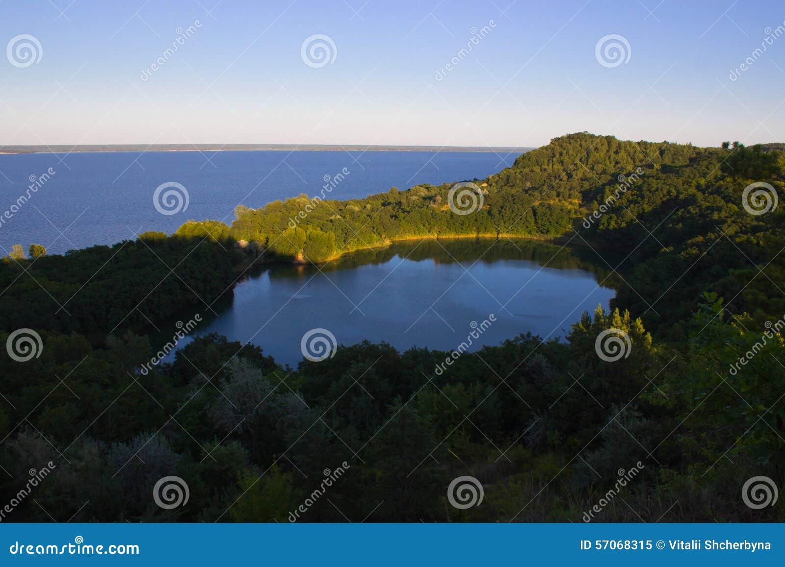 Eden Lake Blauwe lagune
