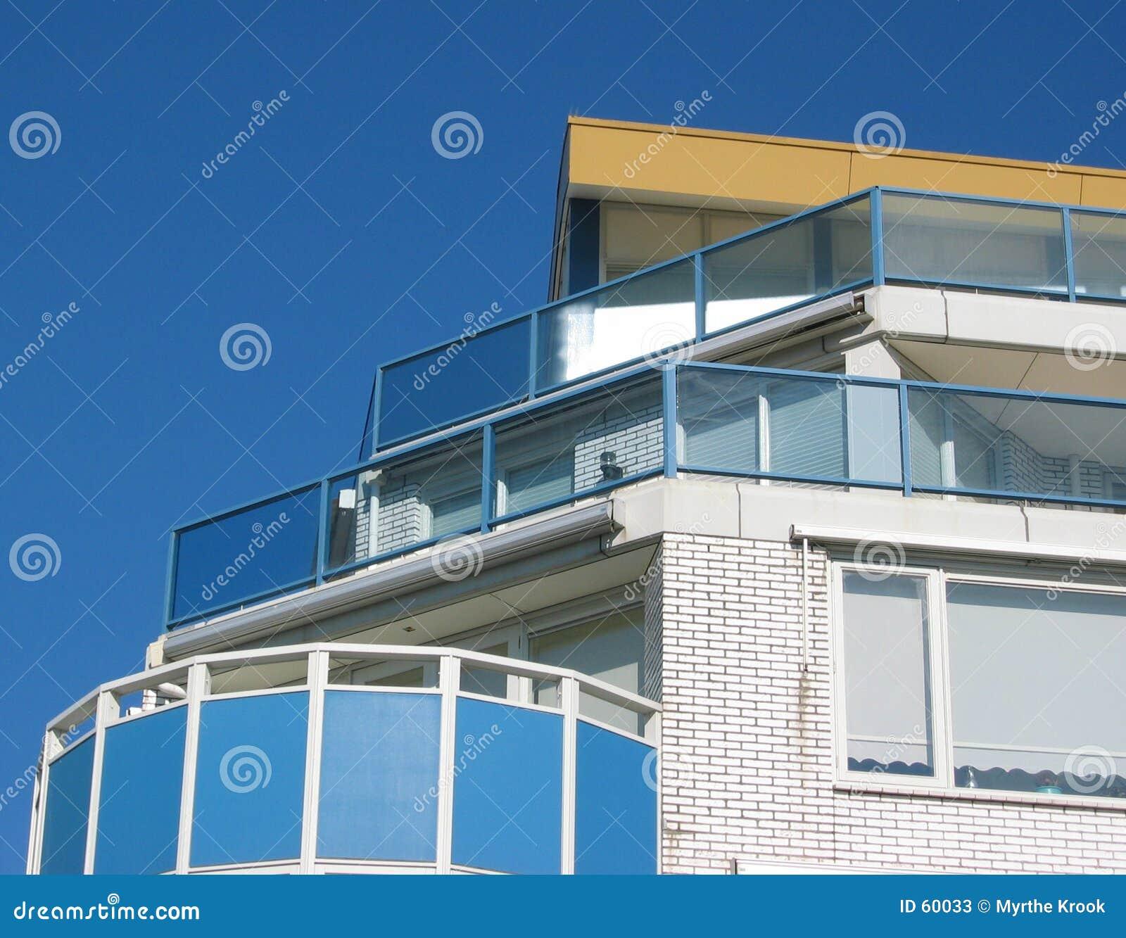 Edifício de apartamento do beira-mar