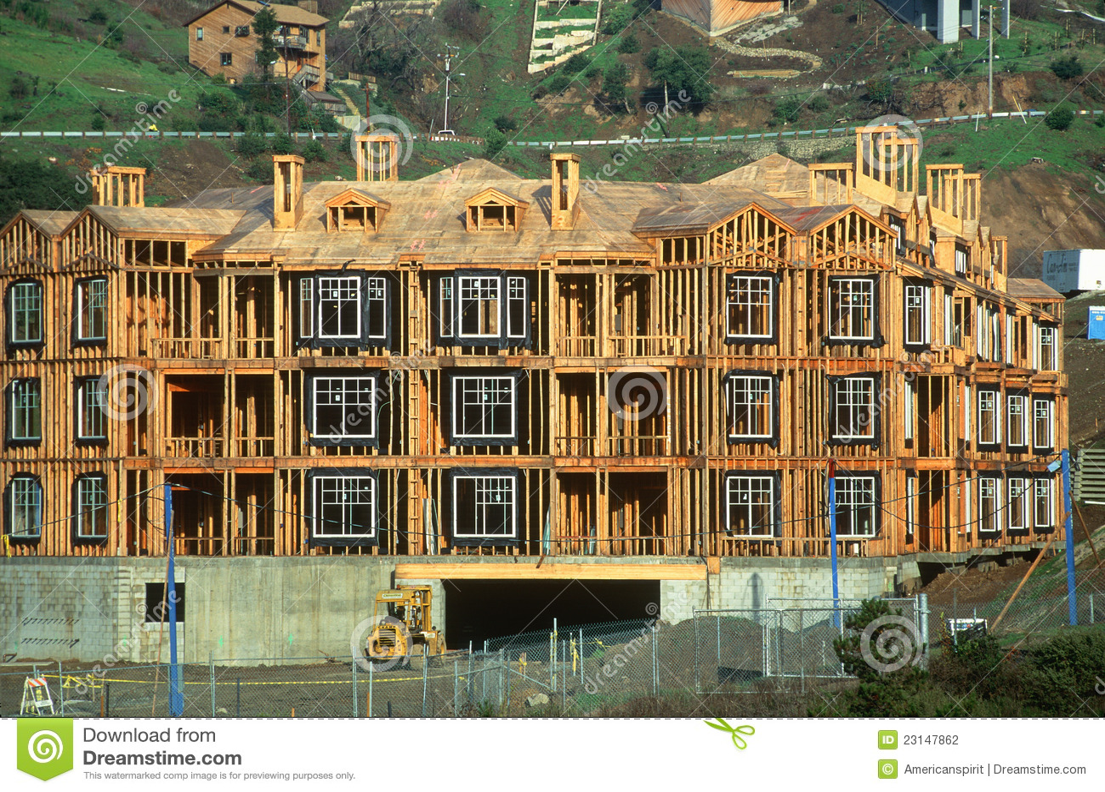 Edifício de apartamento sob a construção