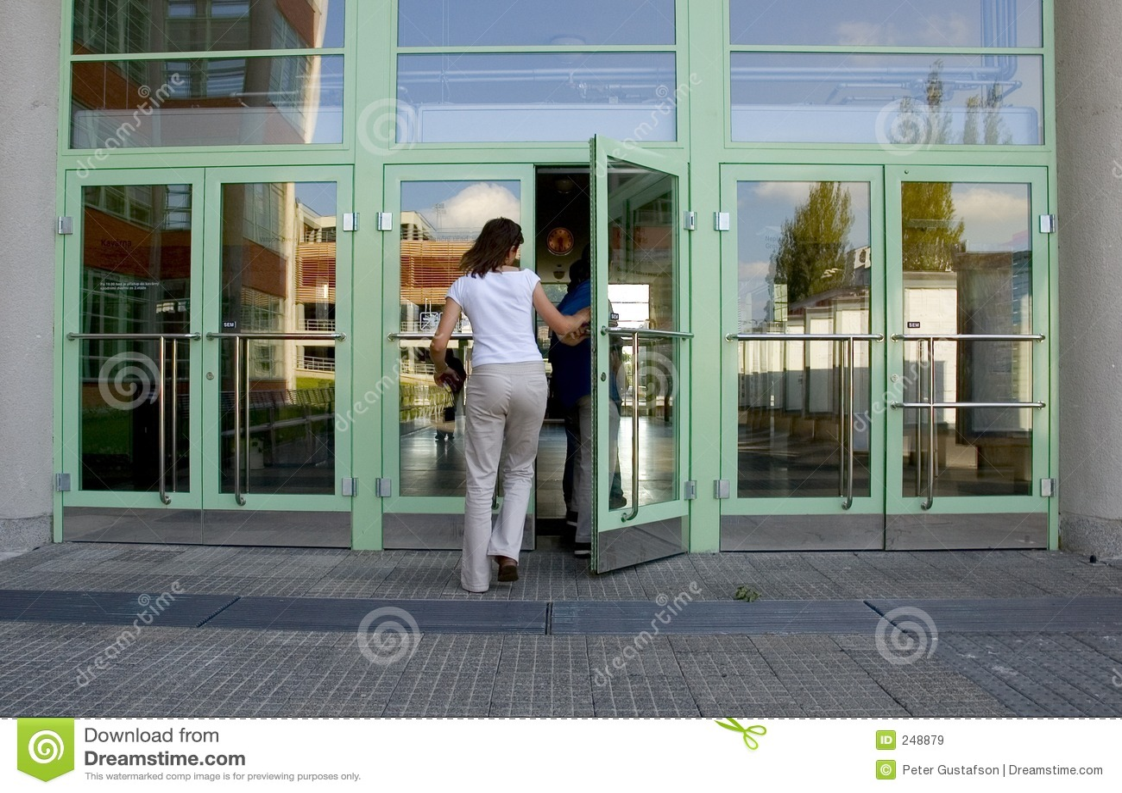 Edifício entrando da menina