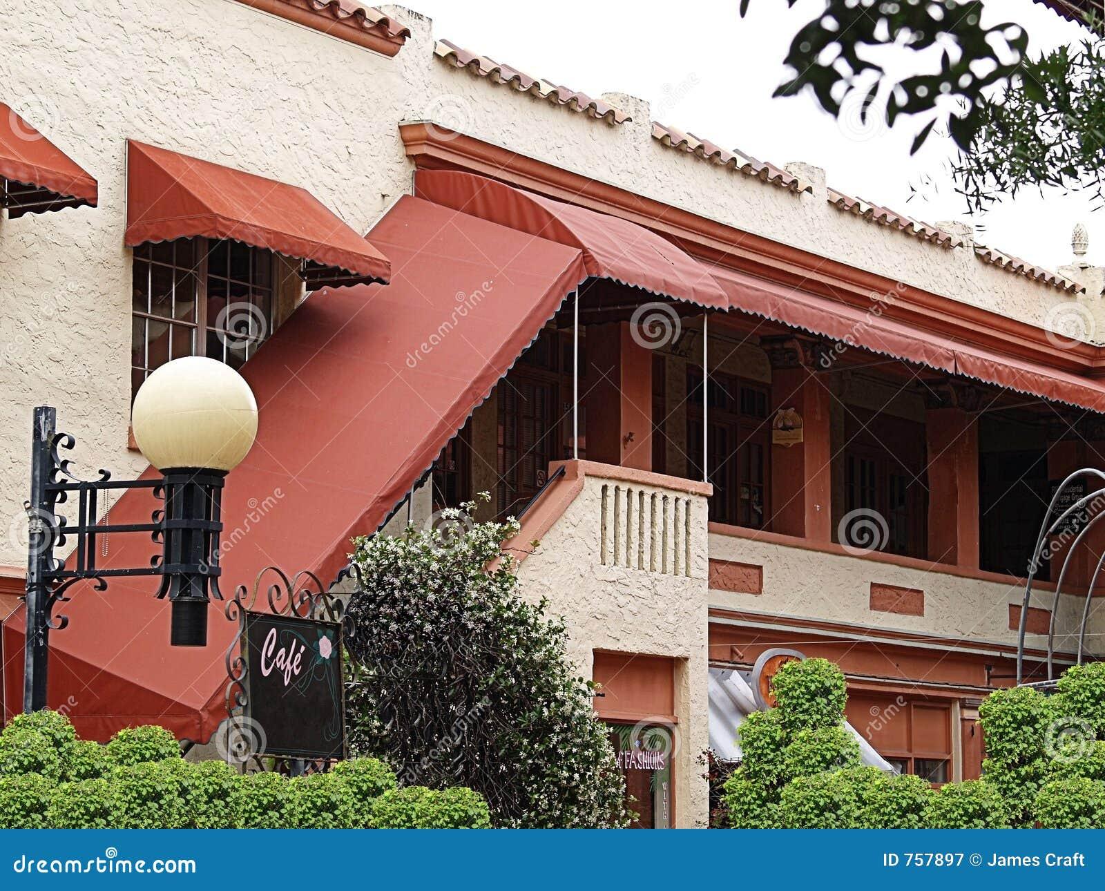 Edifício espanhol na vila quaint