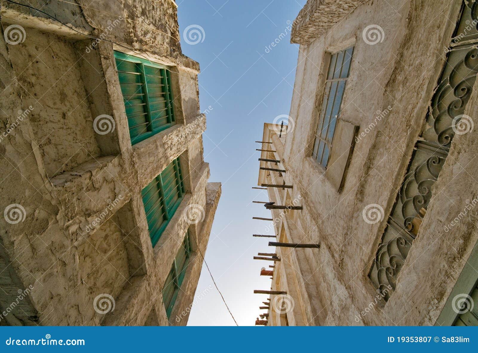 Edifícios velhos de Souq Waqif do mercado de Doha
