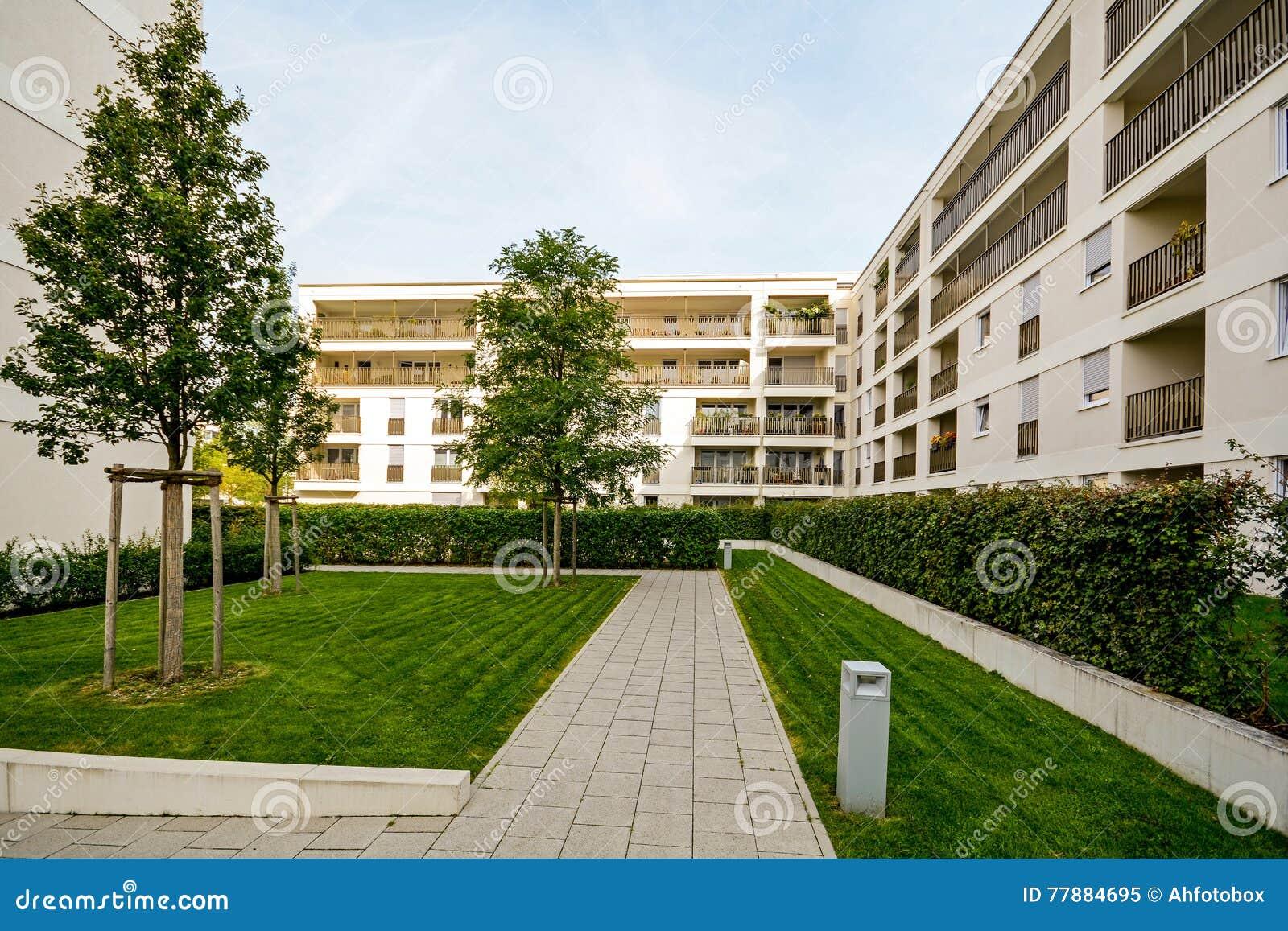 Edifici residenziali moderni appartamenti in un nuovo for Foto appartamenti moderni