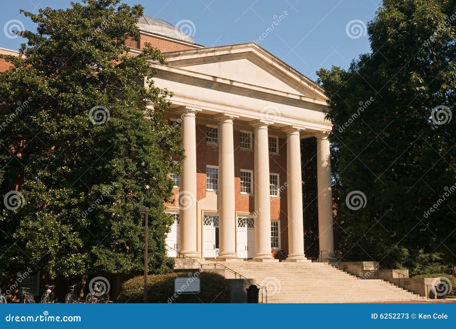 Edificio académico del campus